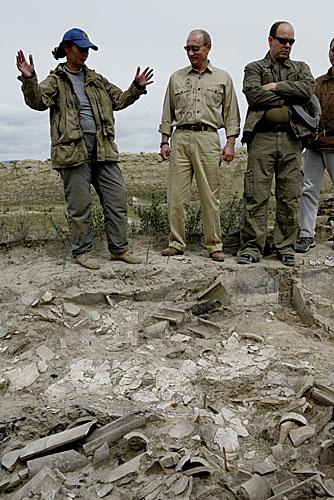 http://upload.wikimedia.org/wikipedia/commons/1/16/Vladimir_Putin_in_Tuva_2007-24.jpg