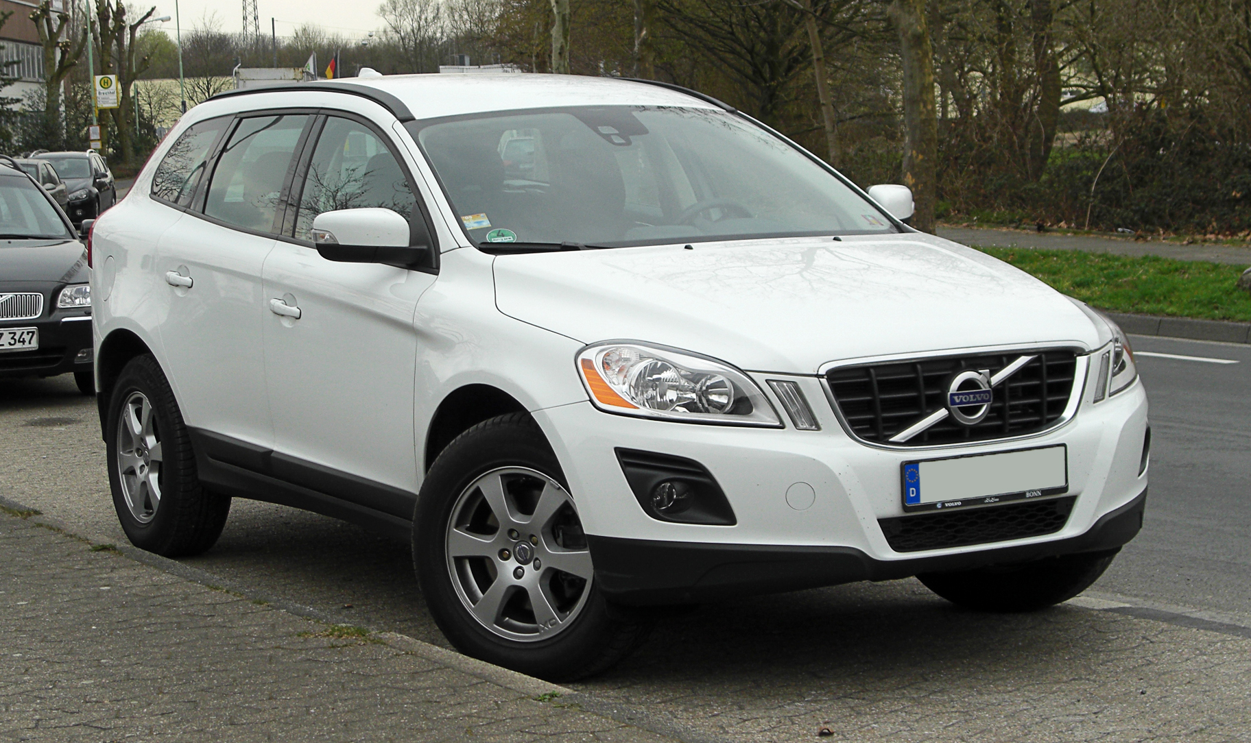 XC60 car - Color: White  // Description: delicate