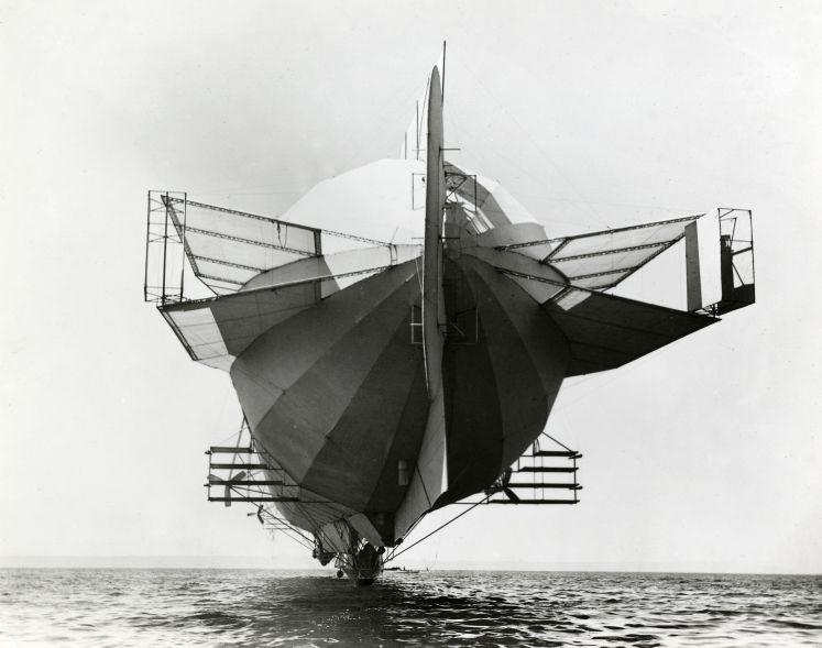 File:Zeppelin LZ 4 with stabilizers, 1908.jpg