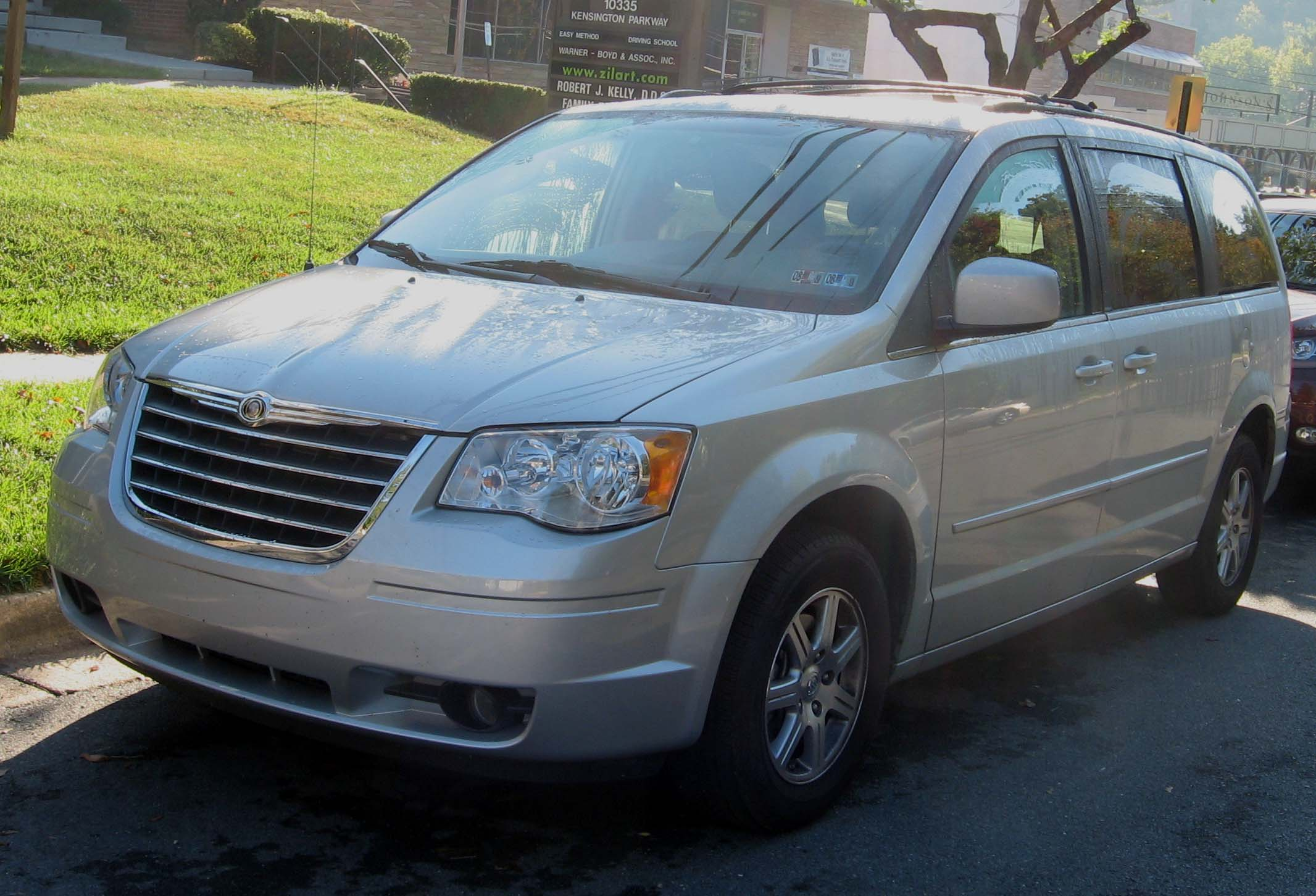 File 08 Chrysler Town and Country Wikimedia mons