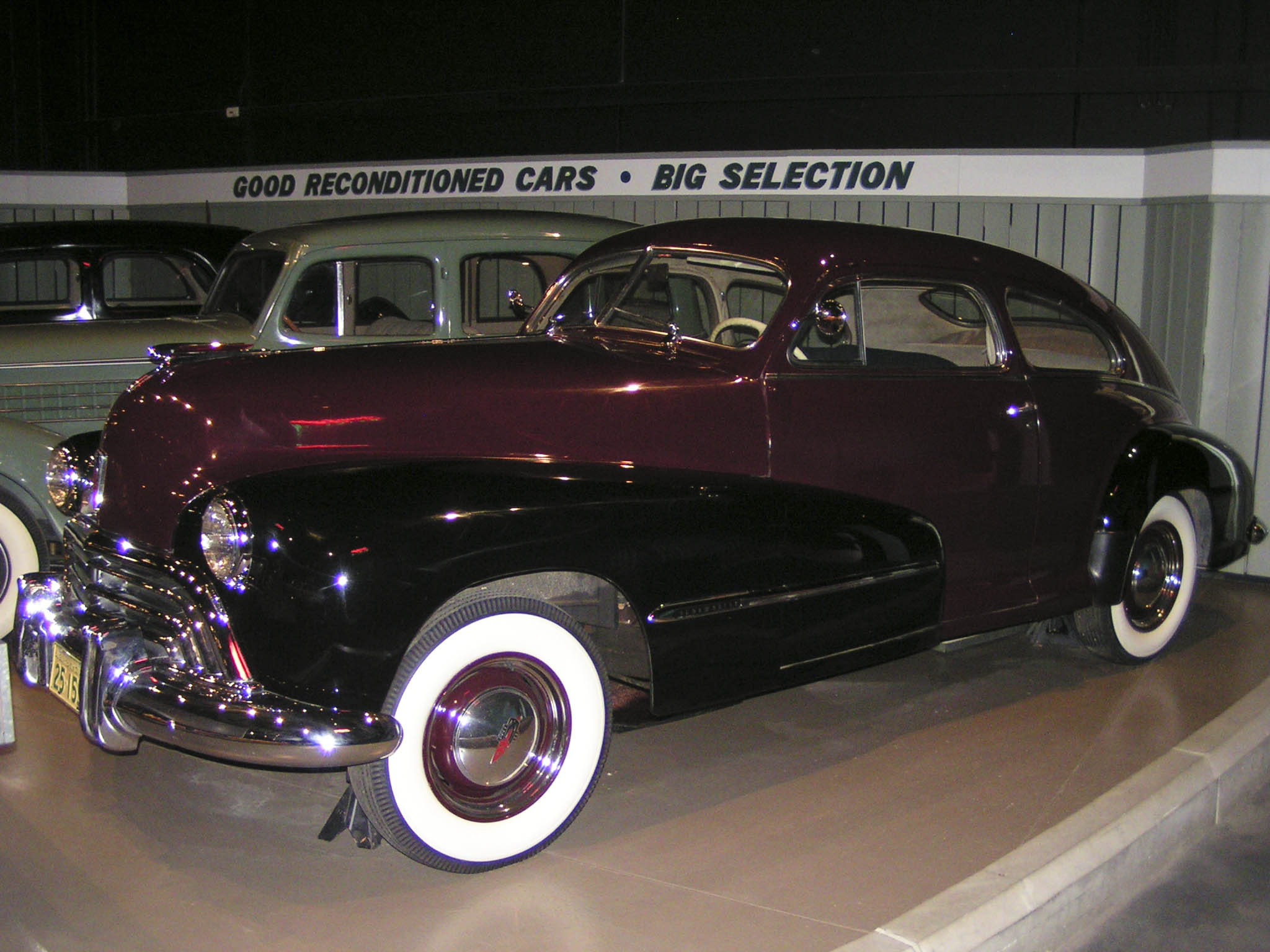 1947_Oldsmobile_66_Series_Club_%28253209