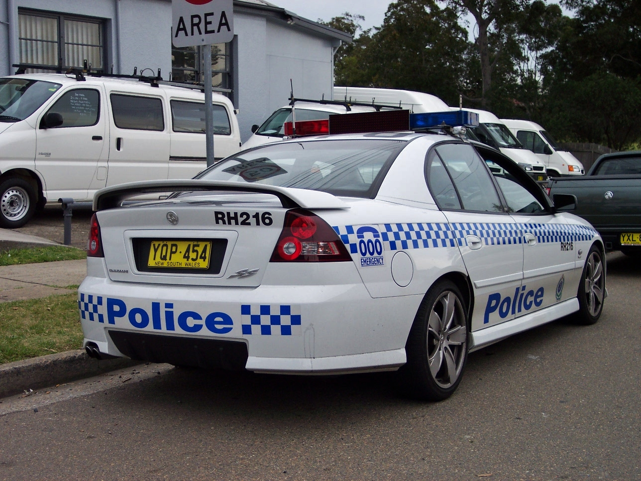File2003 holden vy commodore ss nsw police 5497889327g file2003 holden vy commodore ss nsw police 5497889327g vanachro Images