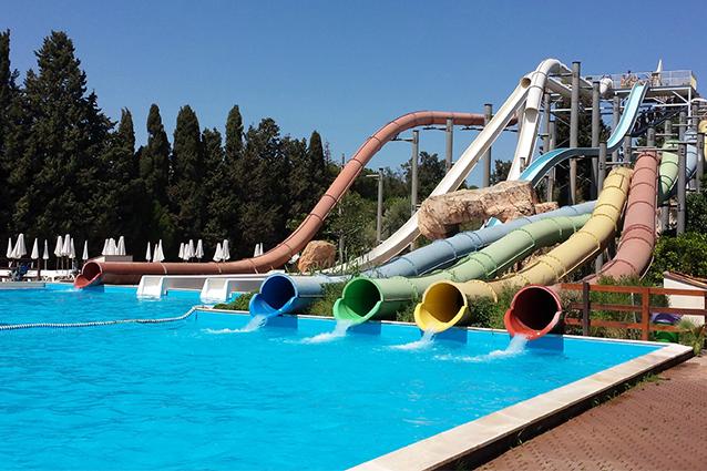 File 7 etnaland jpg wikimedia commons for Aqua piscine otterburn park