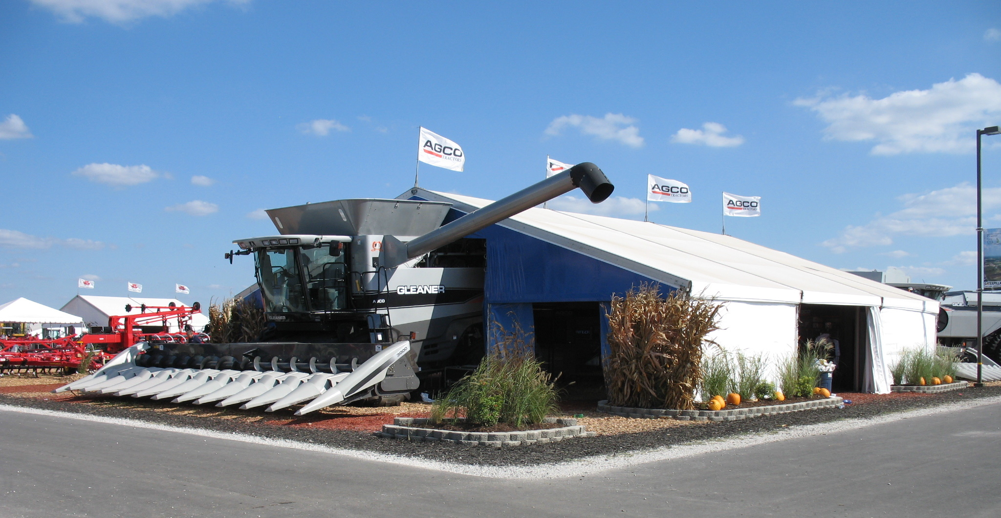 fordson with gleaner with File Agco Gleaner  Bine At Farm Progress Show 2007 on Viewit moreover Eq 23993 besides Gleaner Parts Diagram furthermore Viewit moreover One Year Reign Of The Curtis Curtis Baldwins Limited Production  bine.
