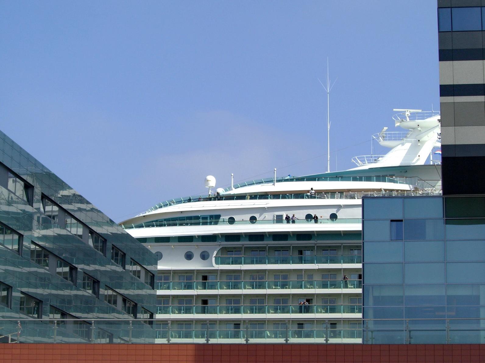 FileAmsterdam Passenger Terminal Cruise Ship Navigator Of The Seas 09.jpg - Wikimedia Commons