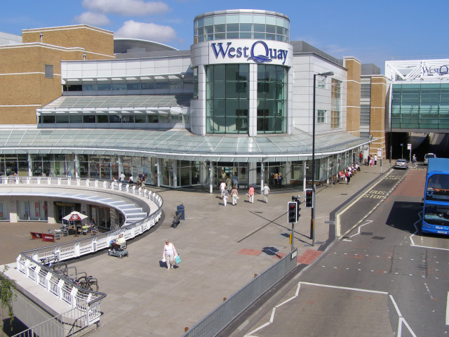 Taking pictures in shopping center? (UK)?