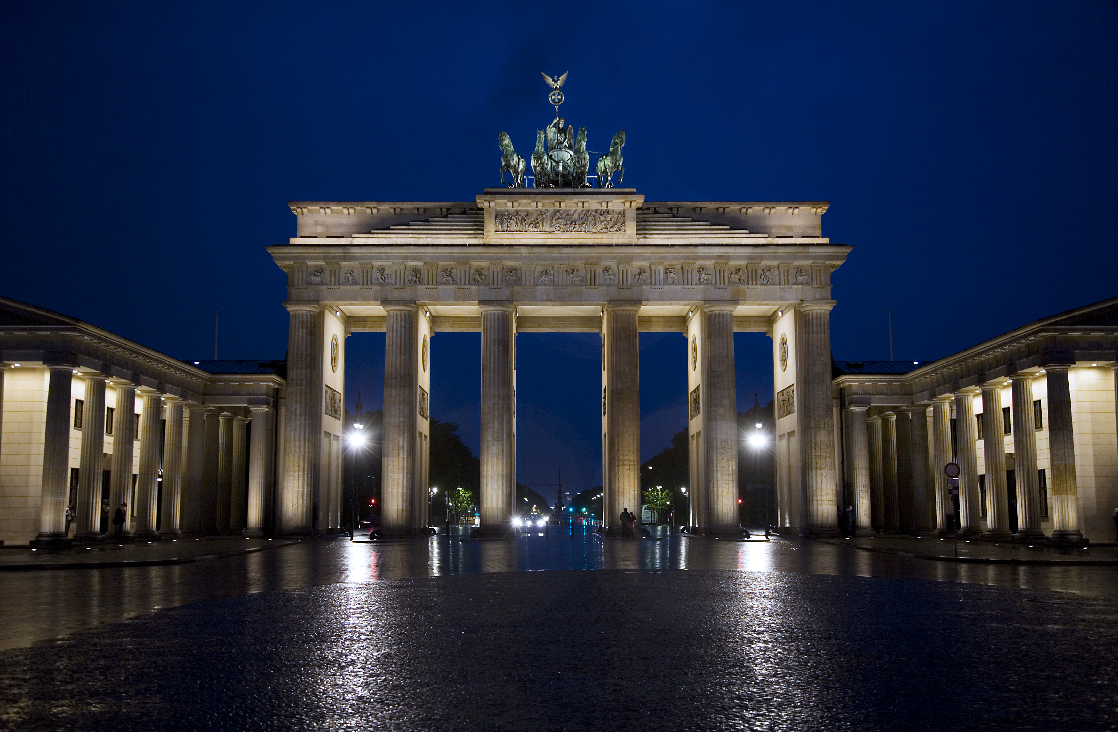 brandenburg gate at night - photo #3