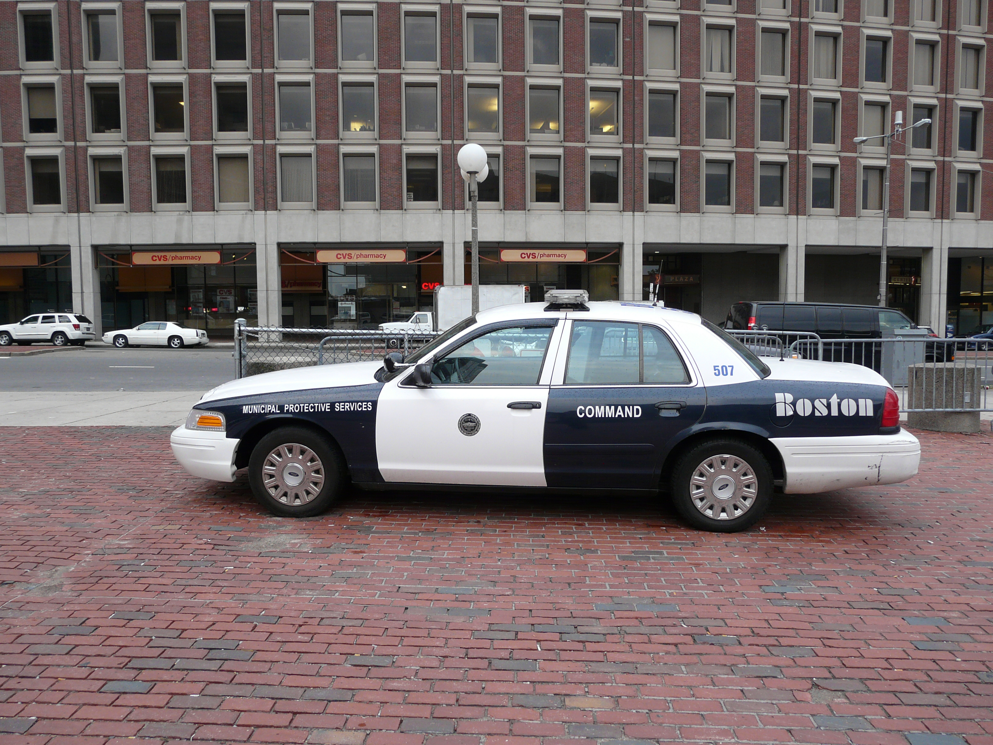 file boston police car 01 jpg wikimedia commons. Black Bedroom Furniture Sets. Home Design Ideas