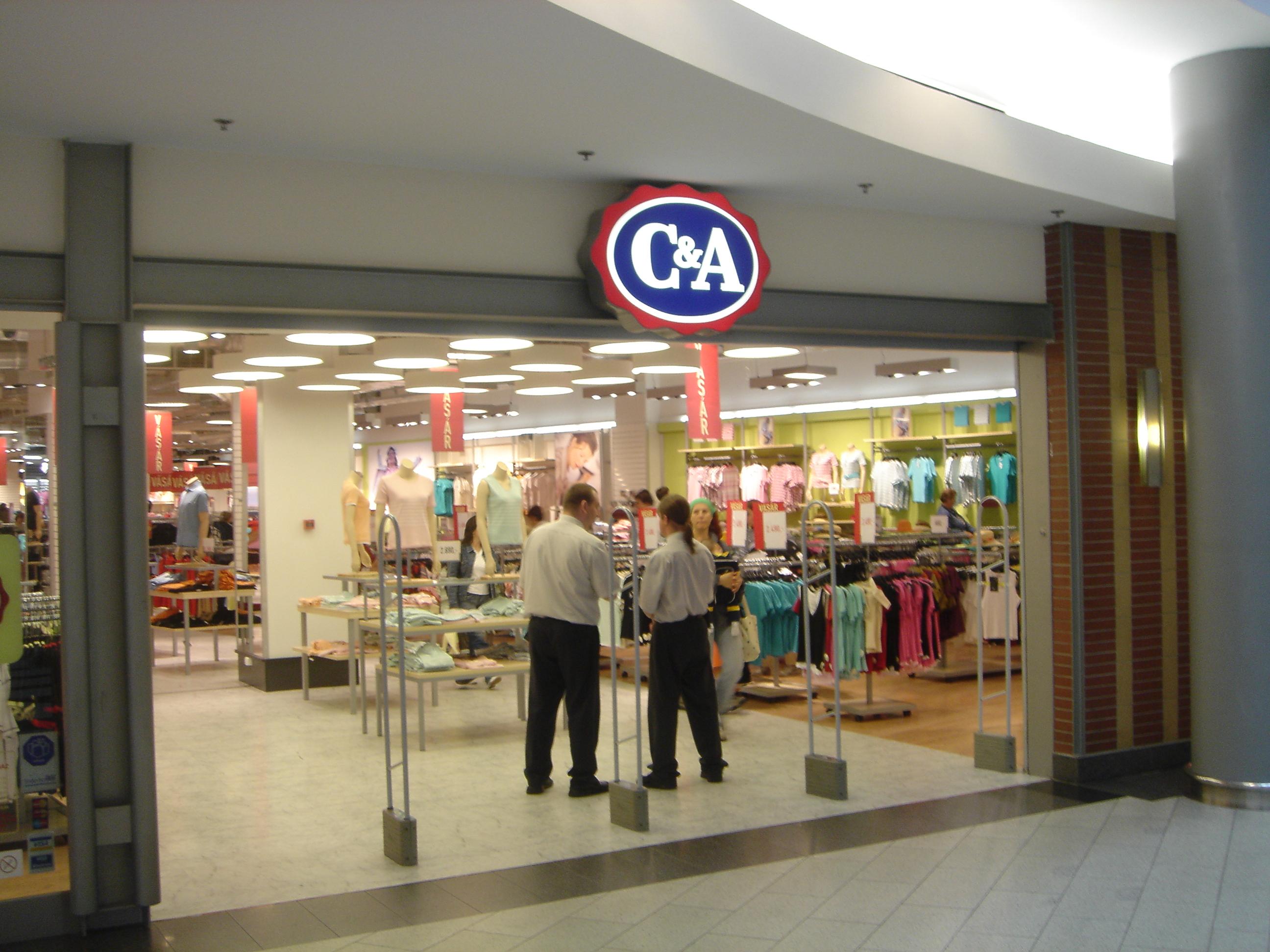 A ruhák minősége egyre csak romlik a C A-ban és a Vögelében e2a3b9b908