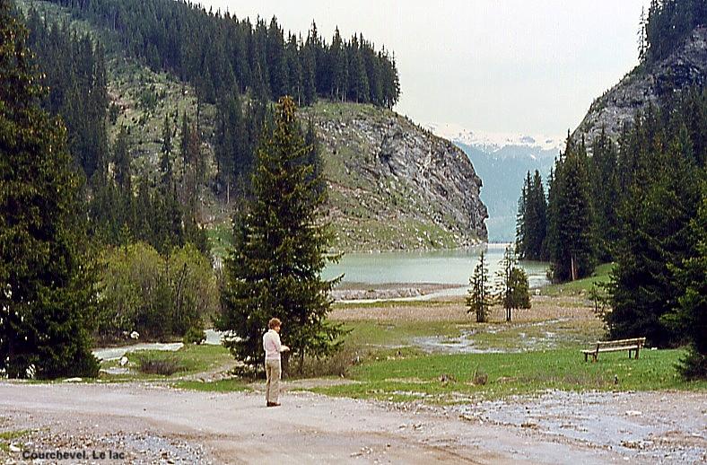 File:Courchevel. Le lac et le début du sentier botanique.JPG