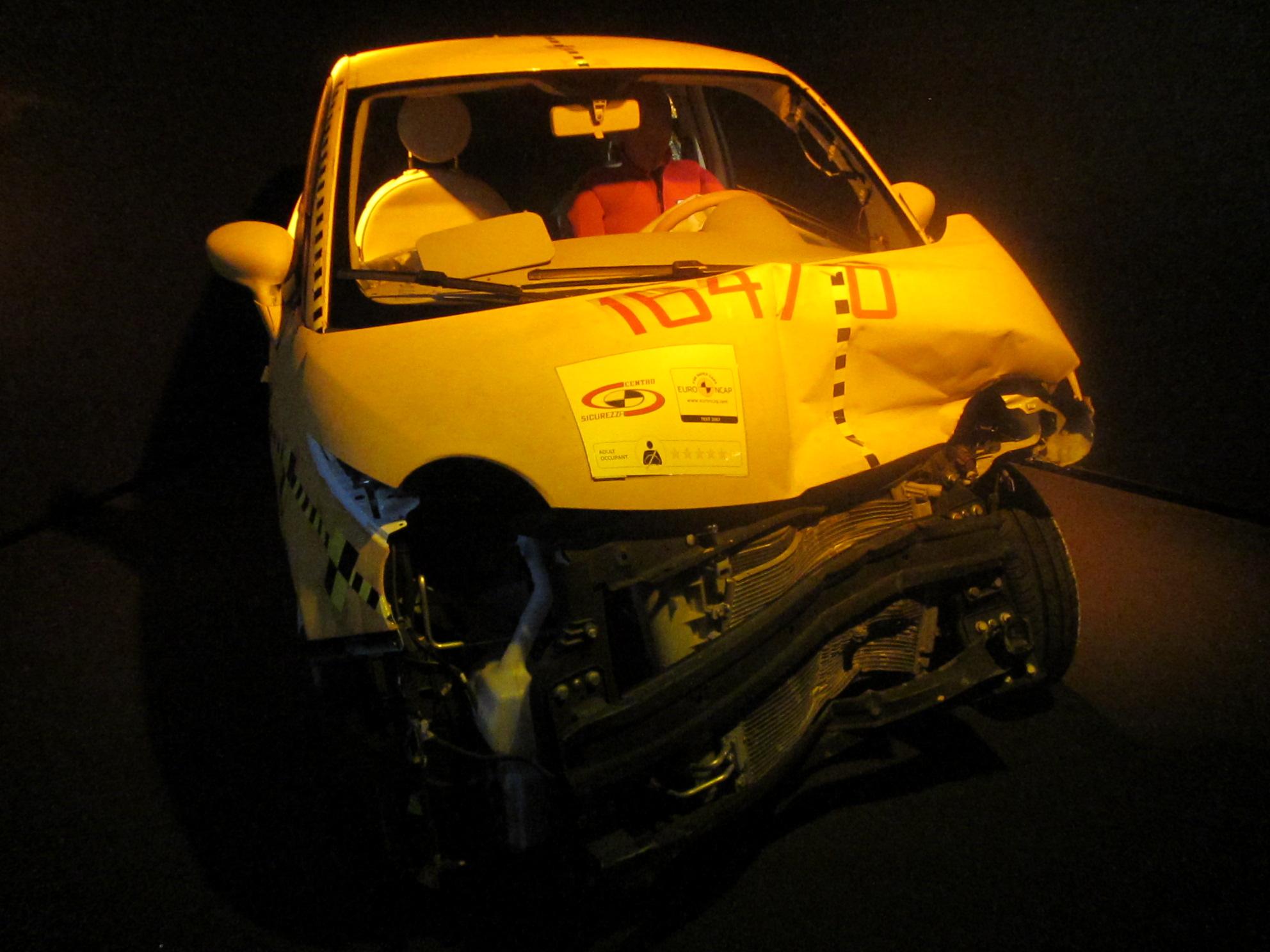 file crash test fiat 500 museo automobile torino wikimedia commons. Black Bedroom Furniture Sets. Home Design Ideas