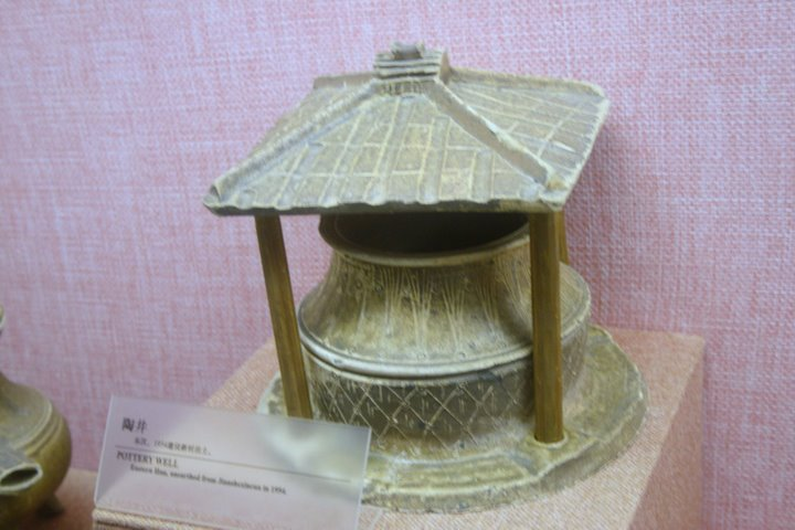 File:Eastern Han pottery well model.JPG