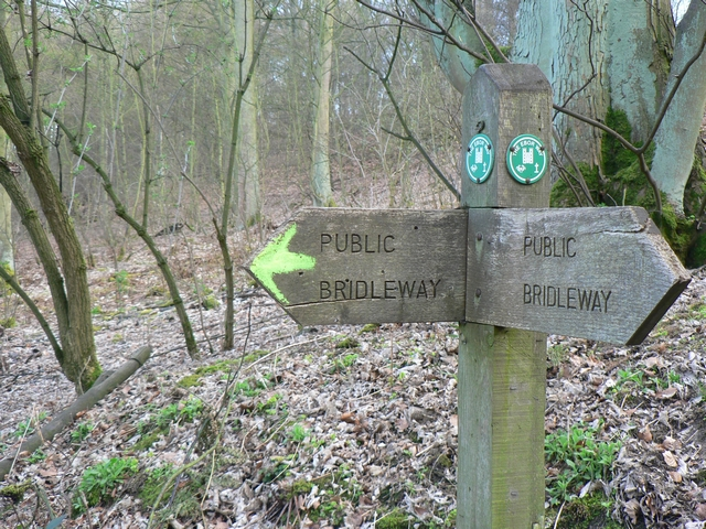 Ebor Way Signpost, Harewood Estate - geograph.org.uk - 154093