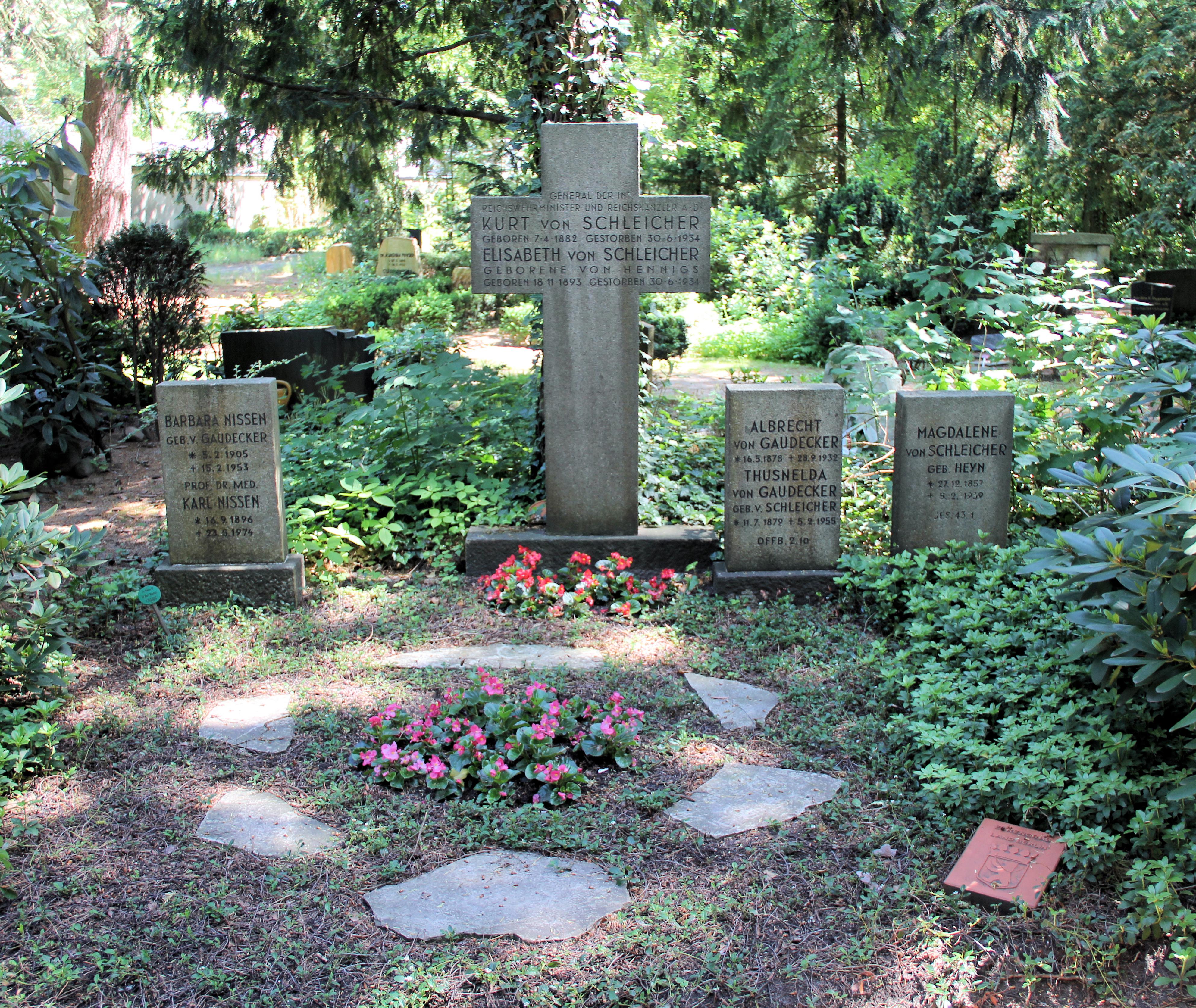 Ehrengrab auf dem Parkfriedhof Lichterfelde in Berlin-Lichterfelde