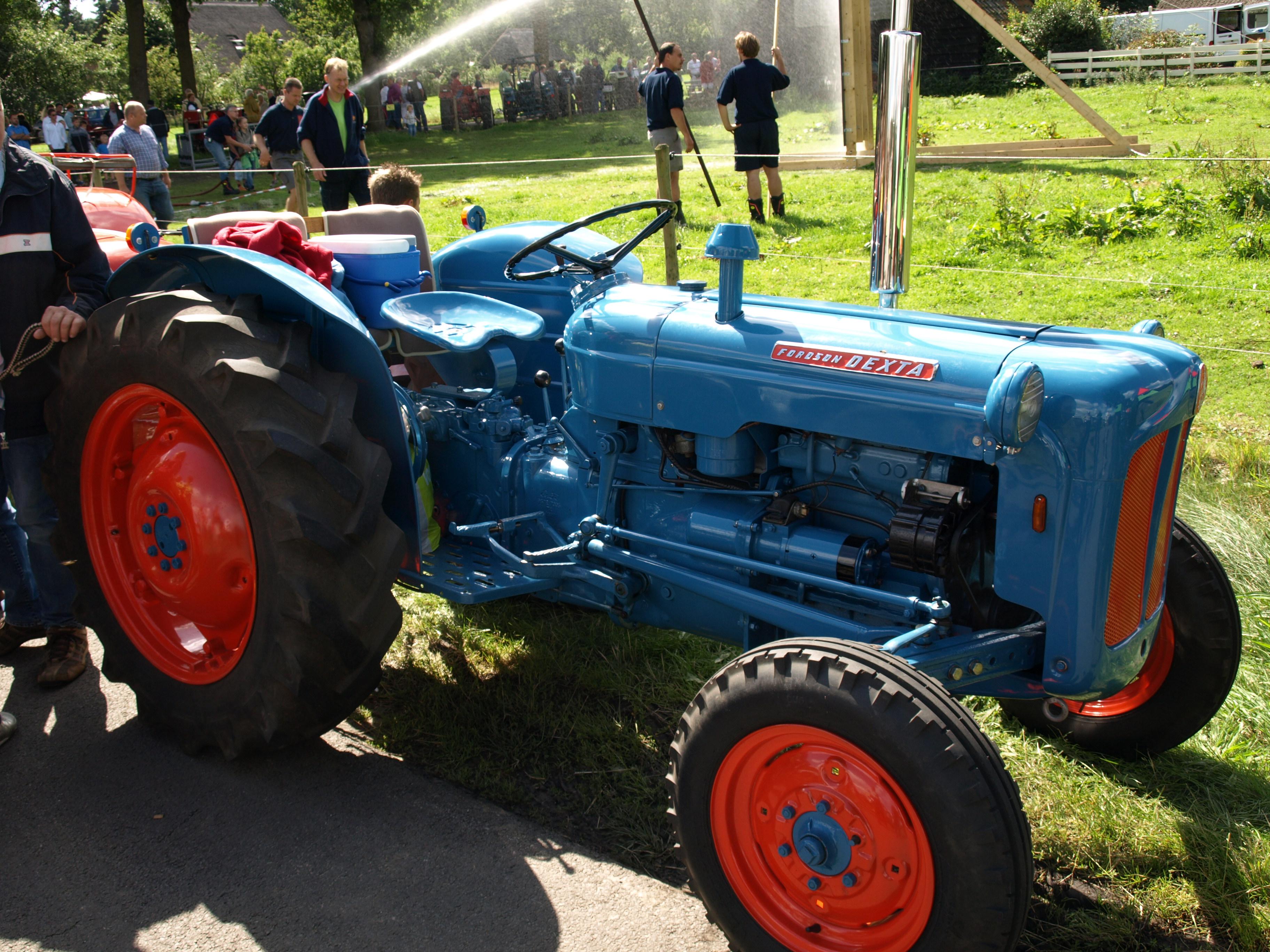 Dexta Tractor Hydraulics : Ford super dextra