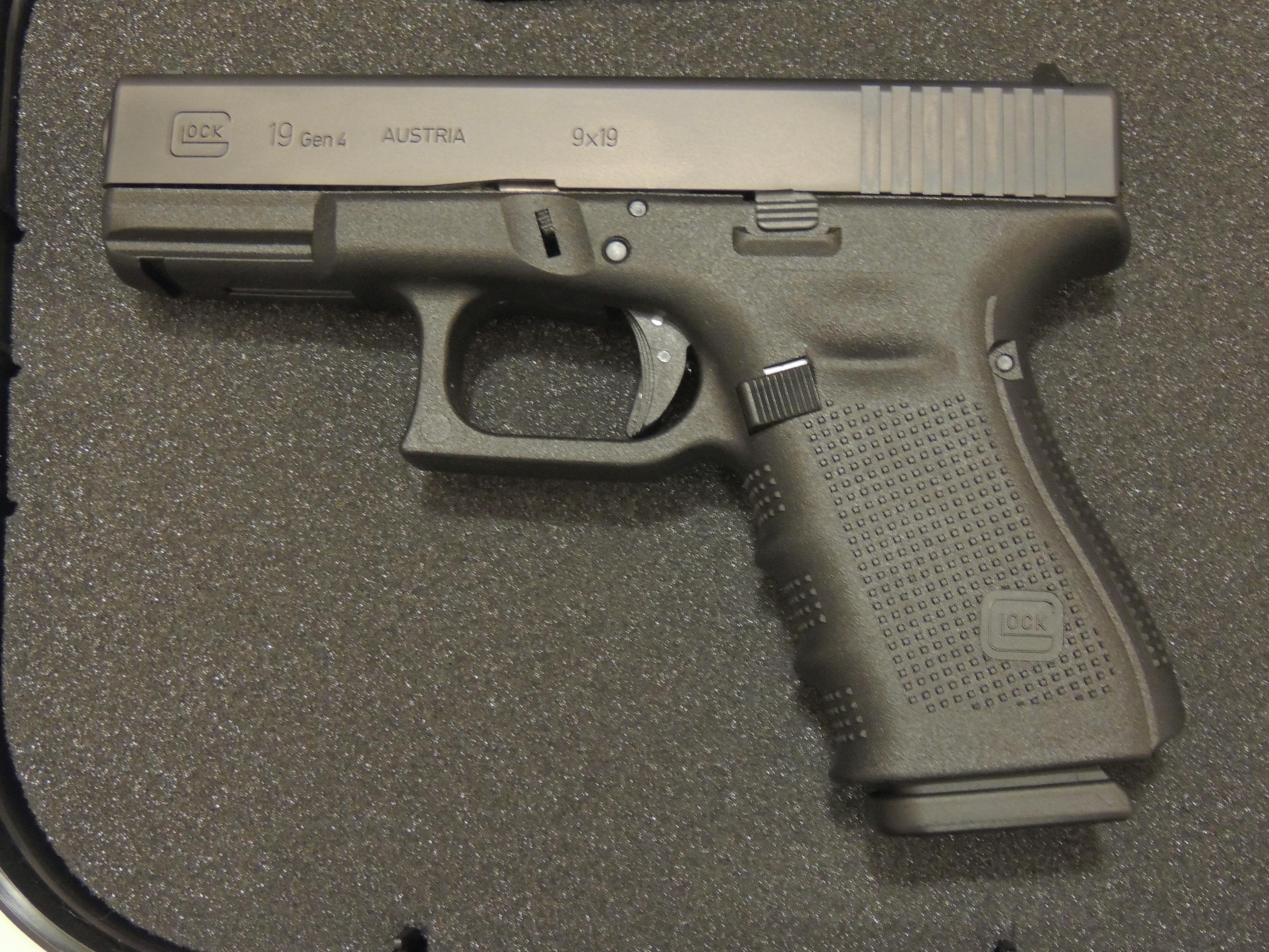 File:Glock 19 Gen 4.JPG - Wikimedia Commons