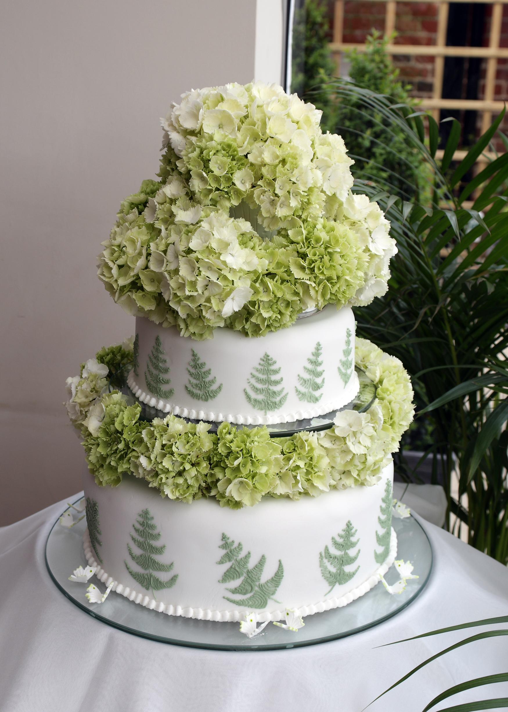 FileGreen Fern Wedding Cake
