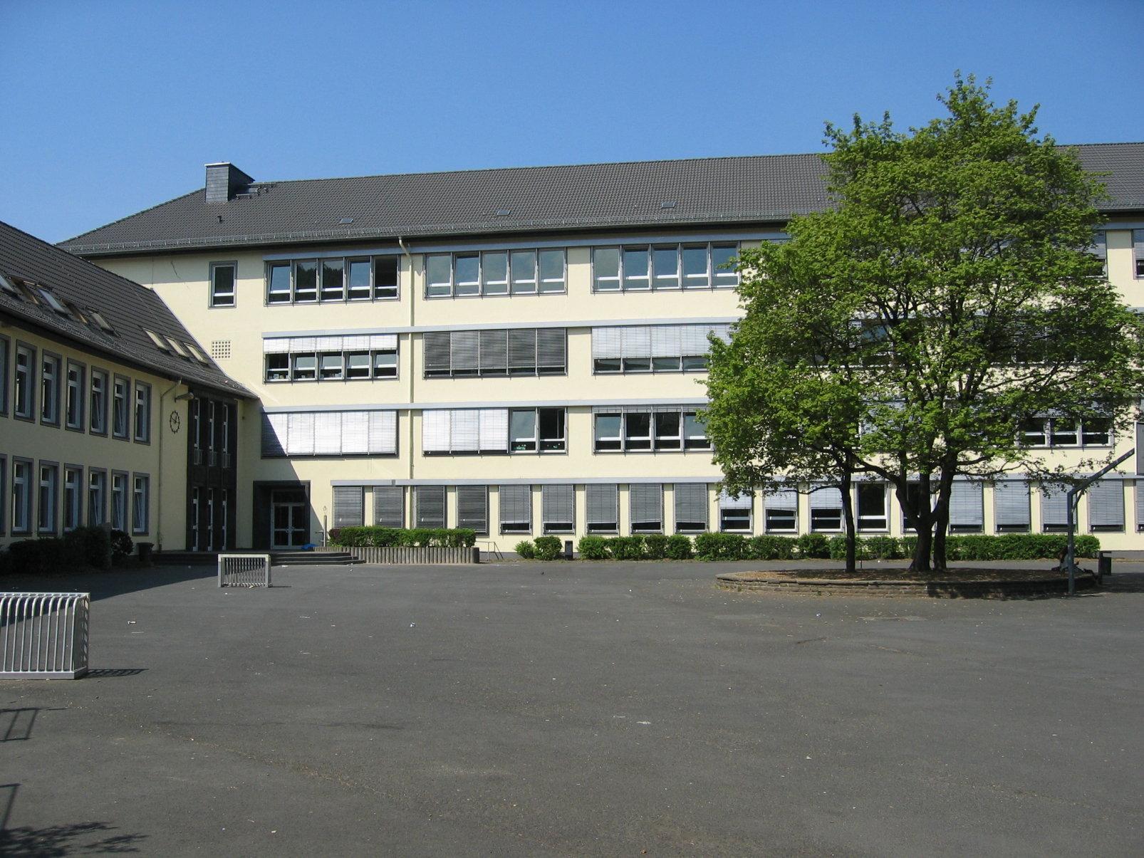 刑務所 シュパンダウ