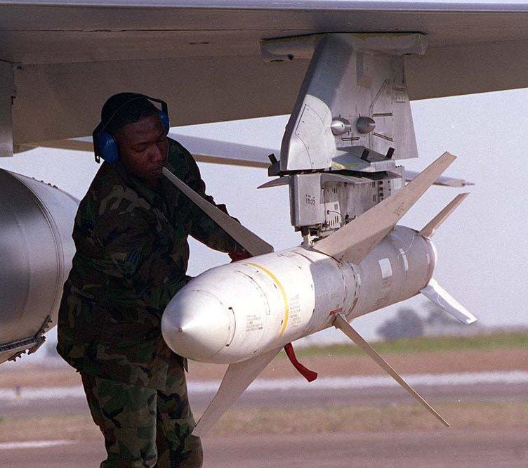 Misil antirradiación estadounidense AGM-88 HARM.