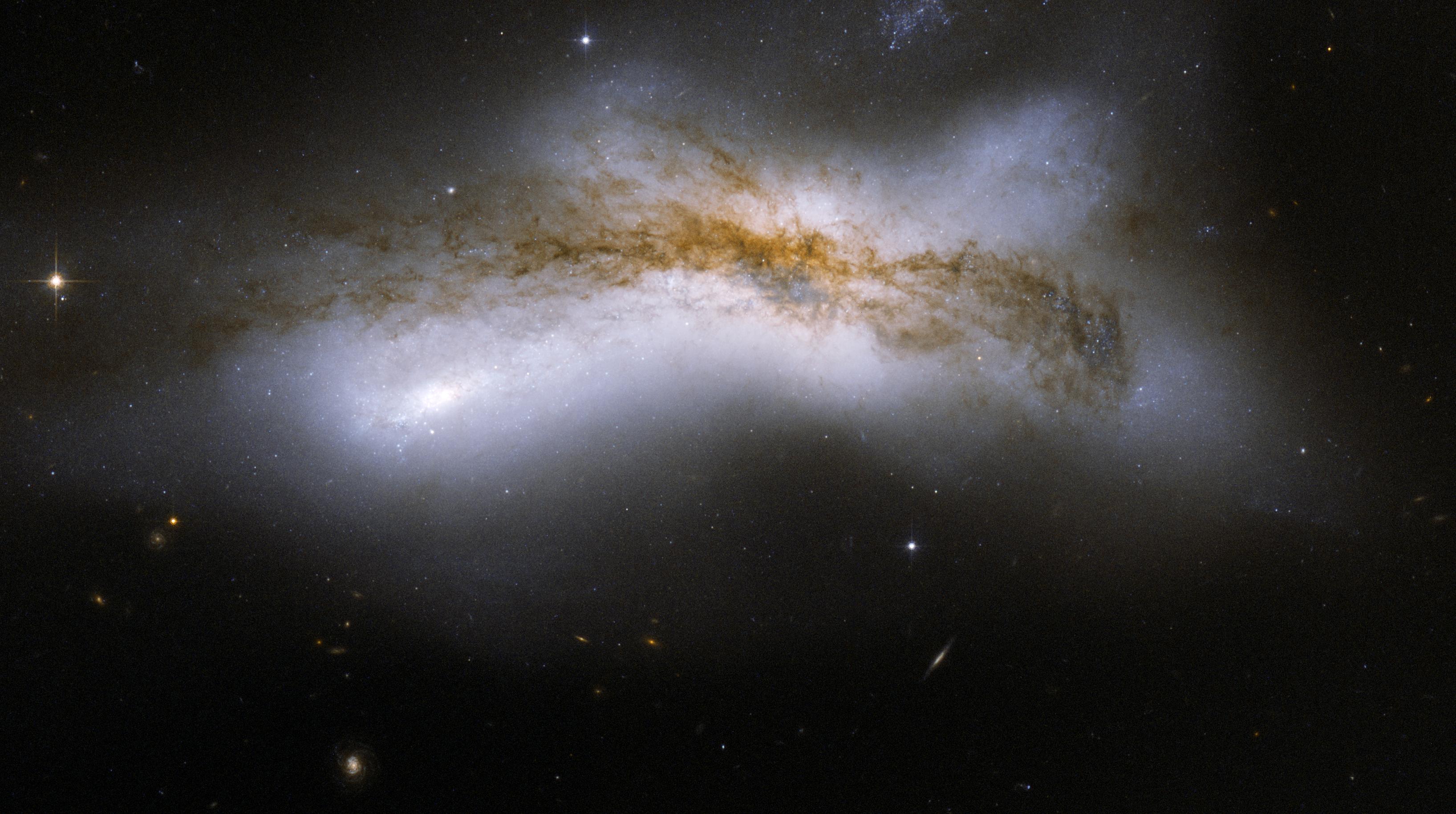 hubble galaxy collision - HD1920×1080