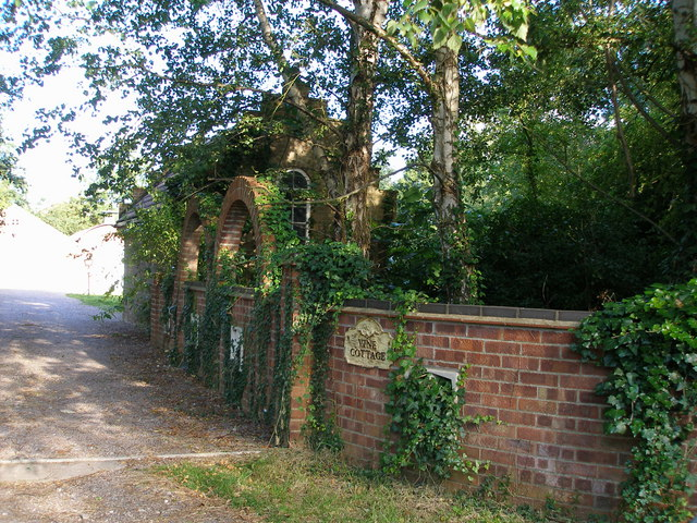 Interesting garden building and entrance to Vine Cottage - geograph.org.uk - 521117