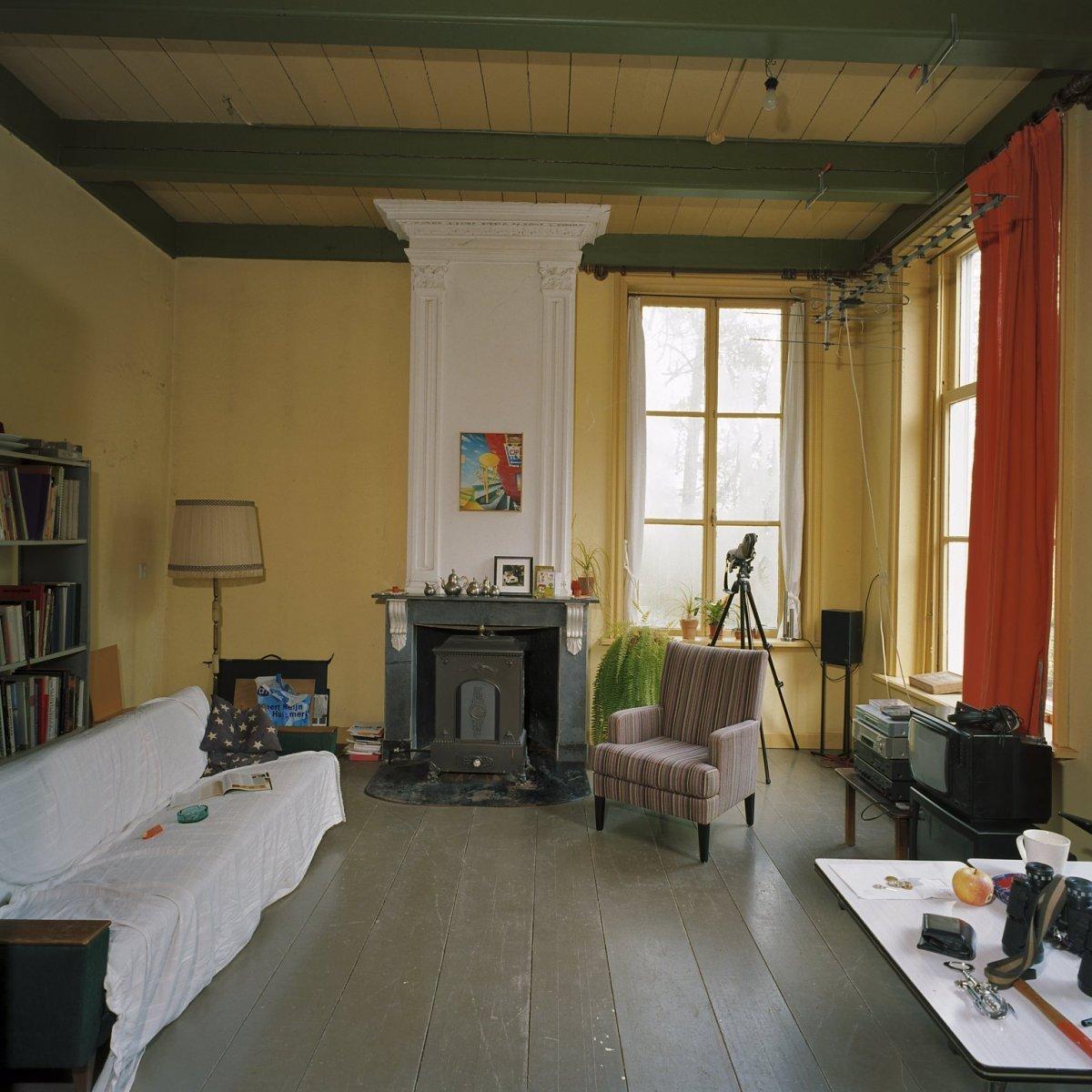 Bestand interieur overzicht van kamer rechts voor met for Kamer interieur