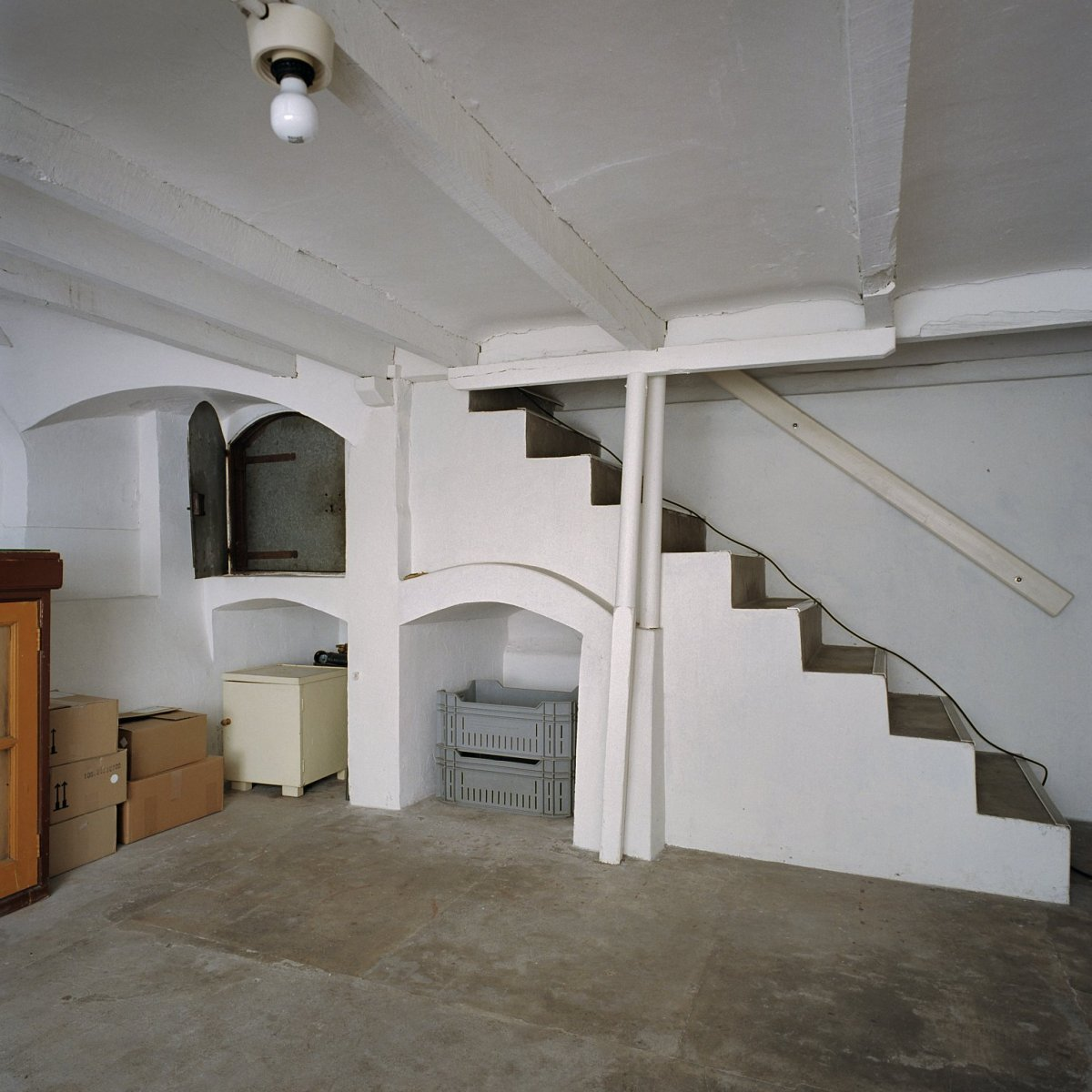 File interieur villa overzicht kelder en deur van het for Interieur villa