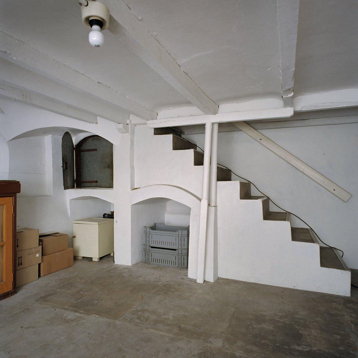 File interieur villa overzicht kelder en deur van het kluisje asten 20344007 - Whirlpool van het interieur ...