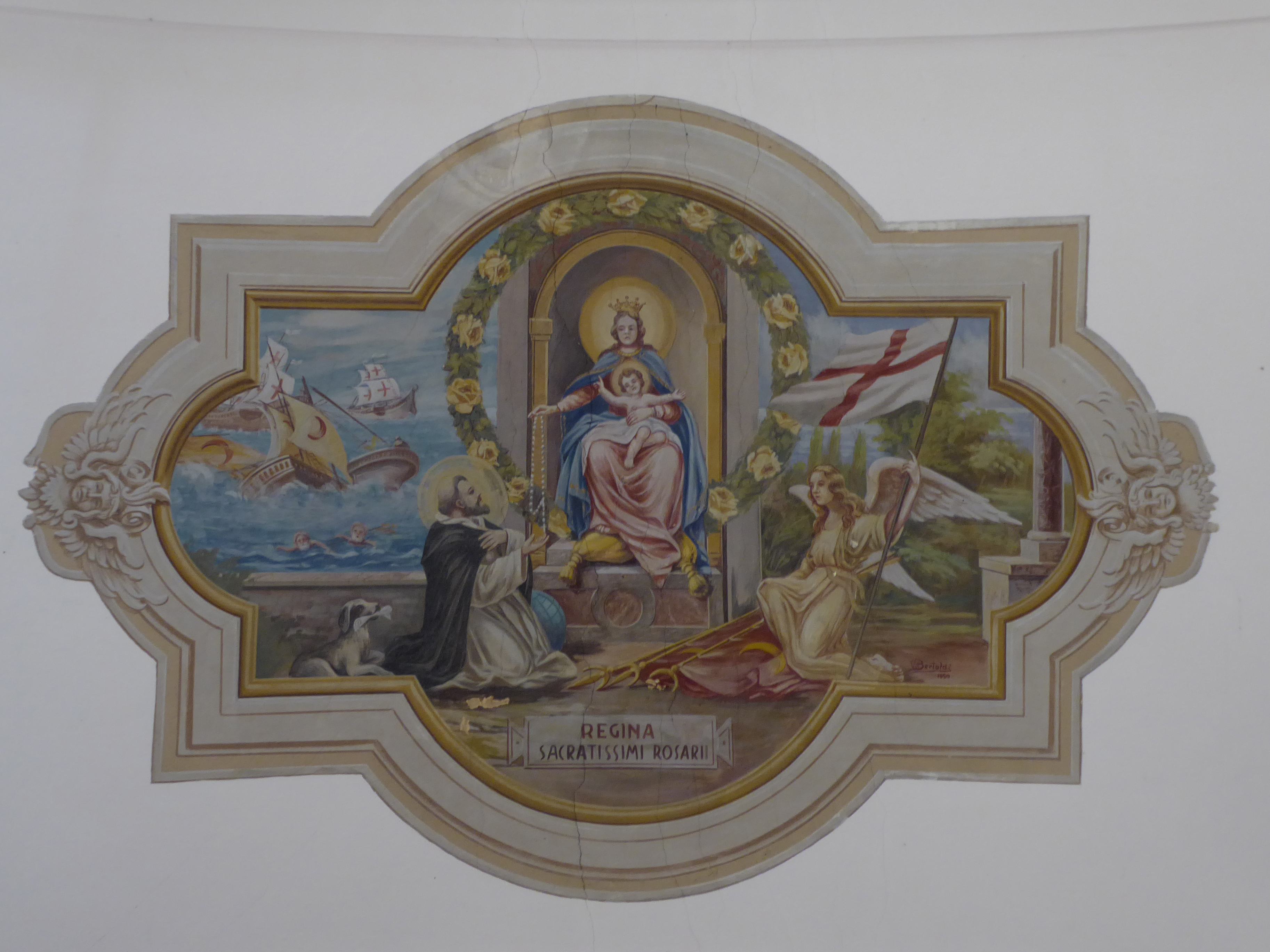 Mala di Sant%27Orsola%2C chiesa di San Michele%2C interno   Affresco Maria Regina del Rosario - Trentino Alto Adige  2 - 11 Agosto