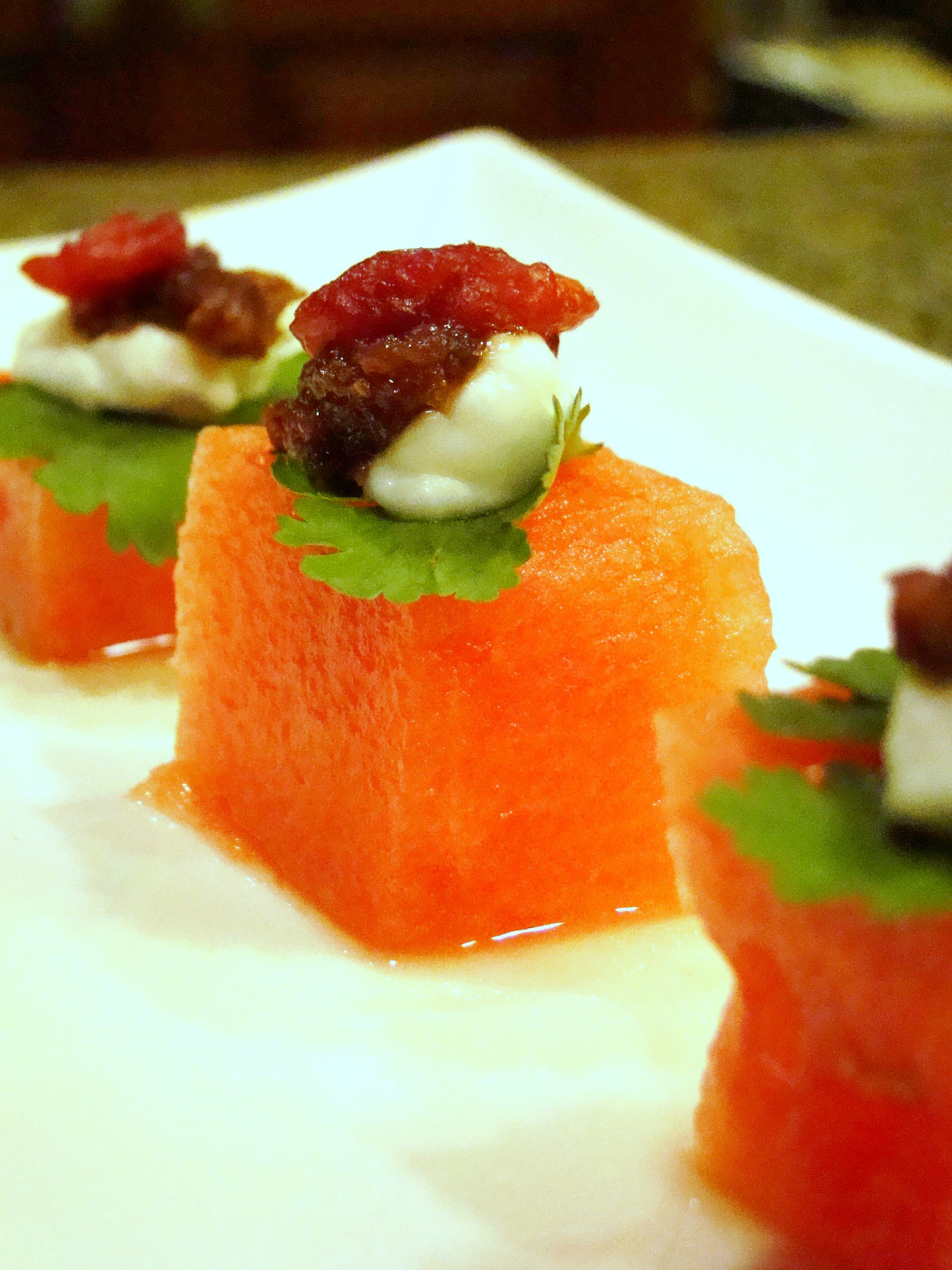 File melon canape with fig cranberry and for Canape history
