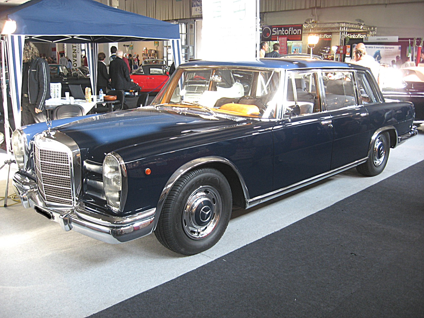 File mercedes benz 600 w100 front view jpg wikimedia commons for Mercedes benz 600s