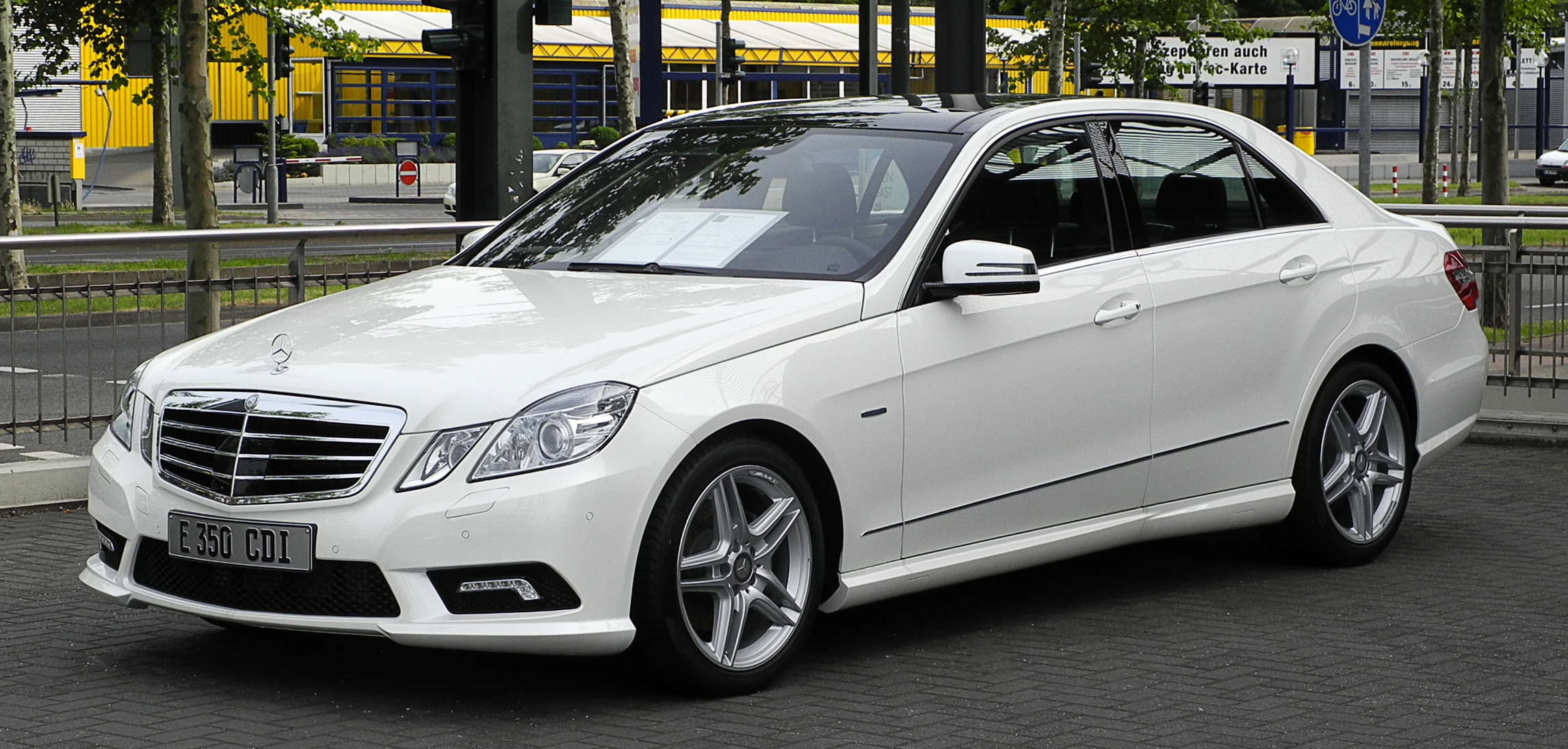 Mercedes benz e 350 cdi blueefficiency 4matic for Sporty mercedes benz