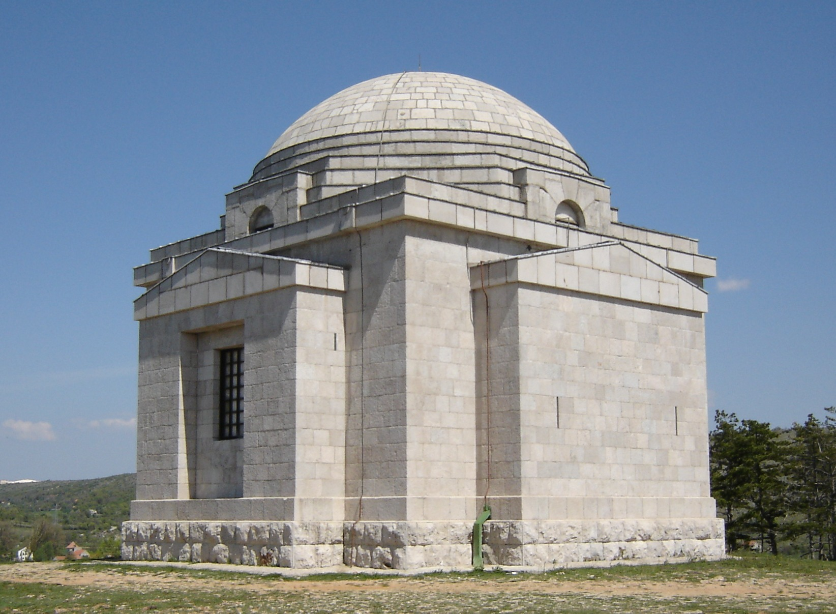 File:Mestrovic mausoleum.jpg - Wikipedia
