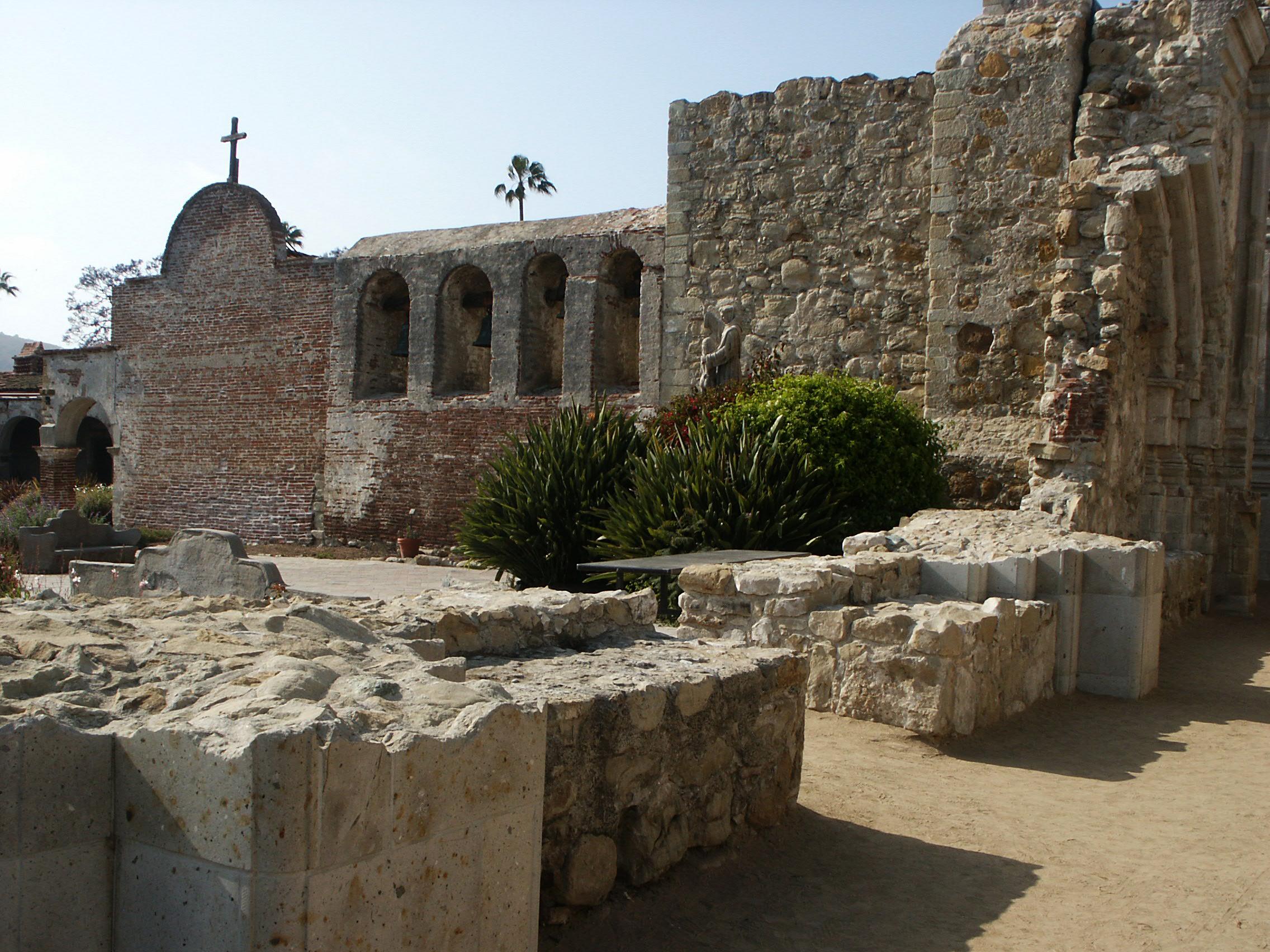 Description Mission San Juan Capistrano Garden, Great Stone Church ...