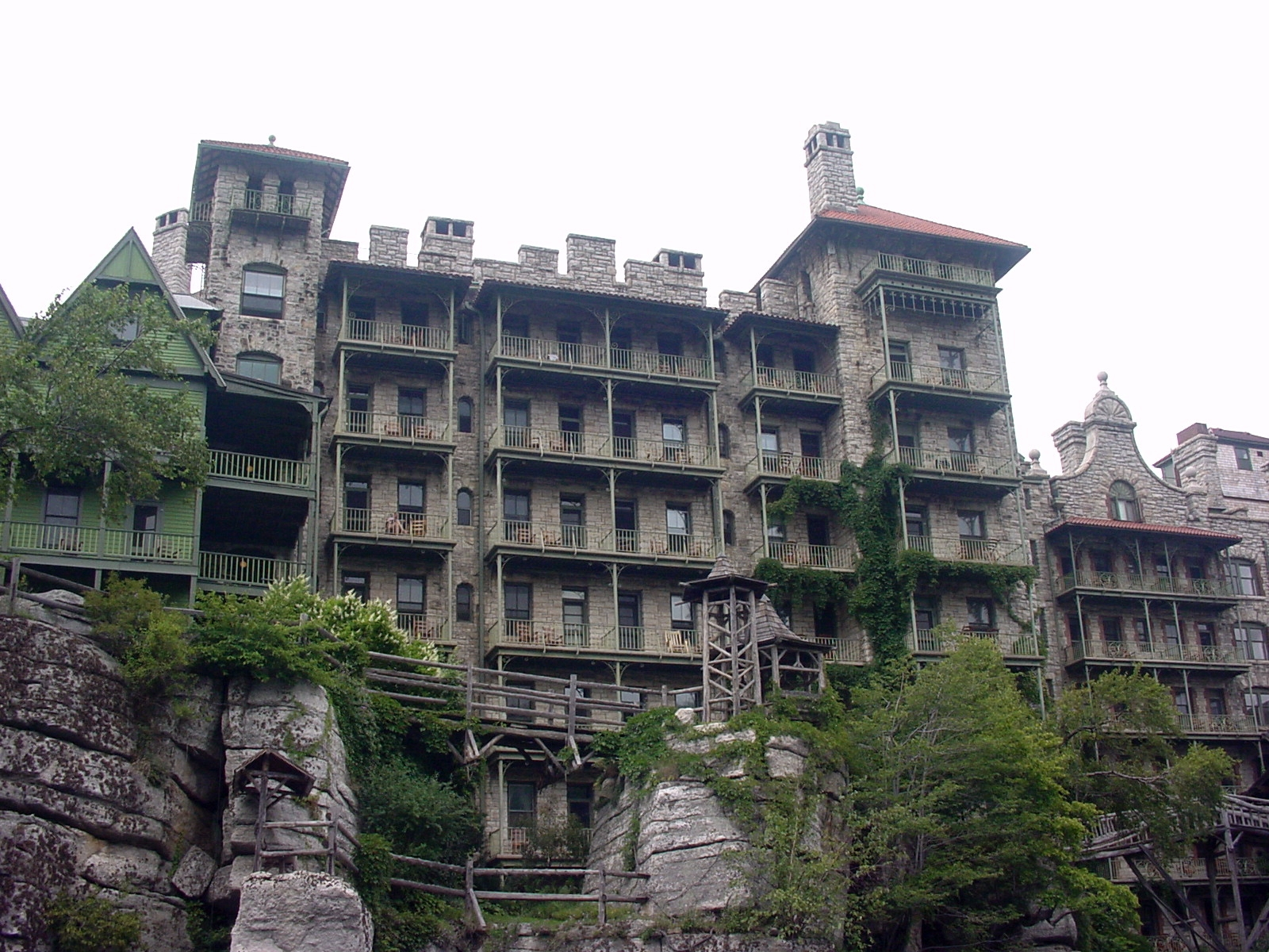 File mohonk mountain house tower wikimedia commons for Mountain house media