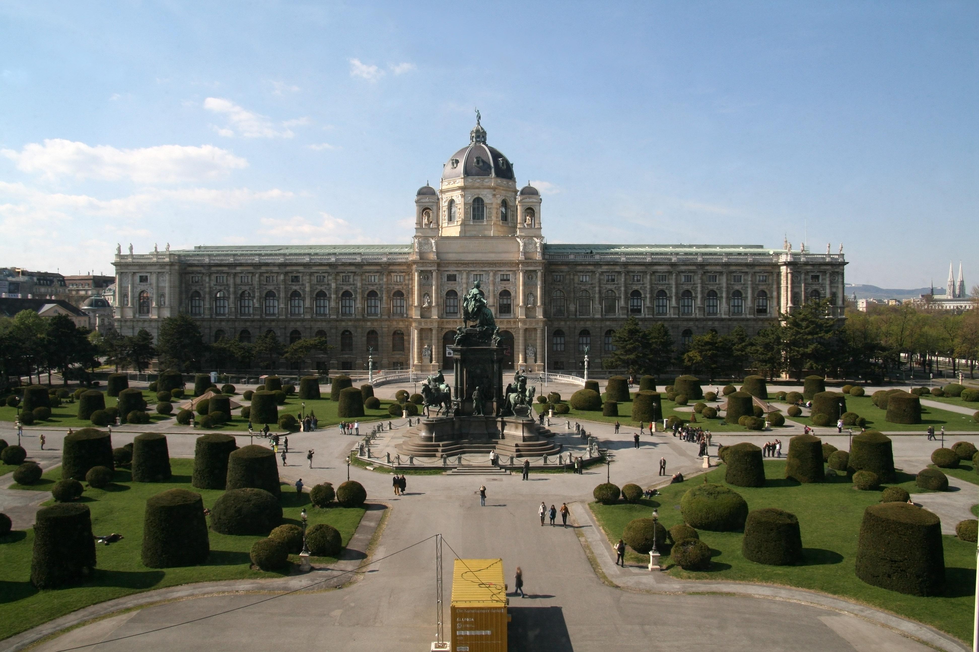 File:Naturhistorisches Museum Wien, Maria-Theresien-Platz ...