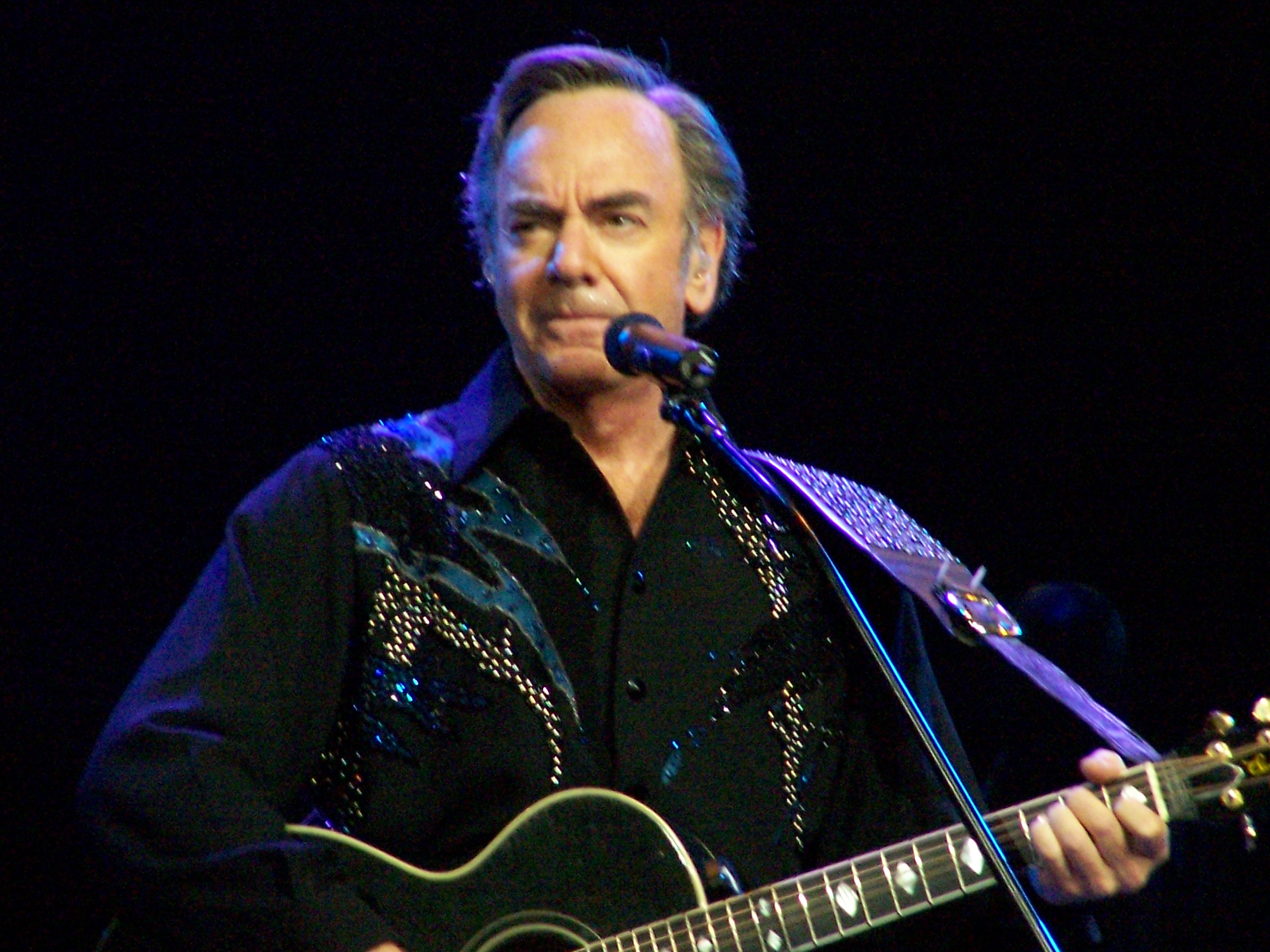 Neil Diamond earned a  million dollar salary, leaving the net worth at 175 million in 2017