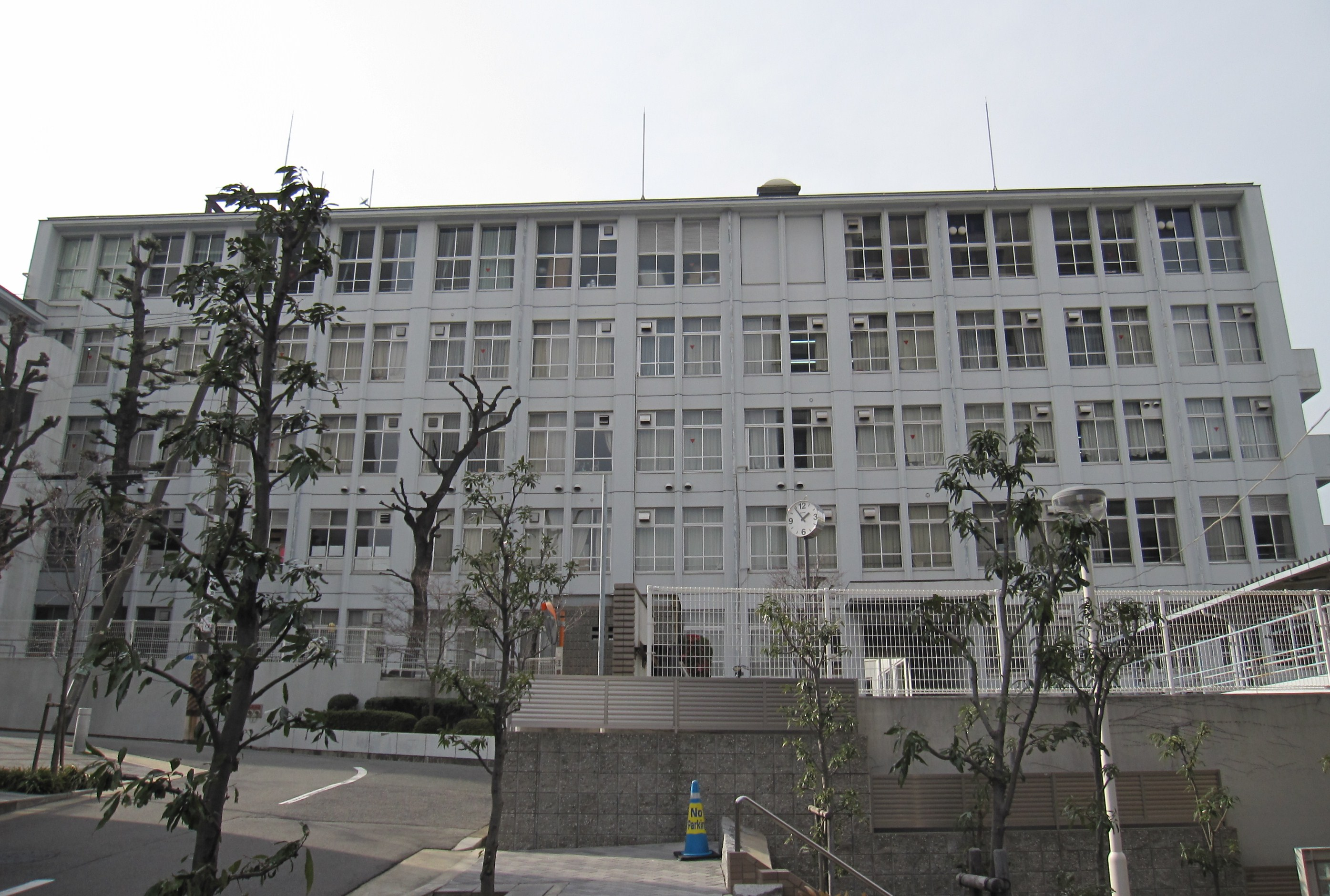Osaka Prefectural Shimizudani High School.JPG