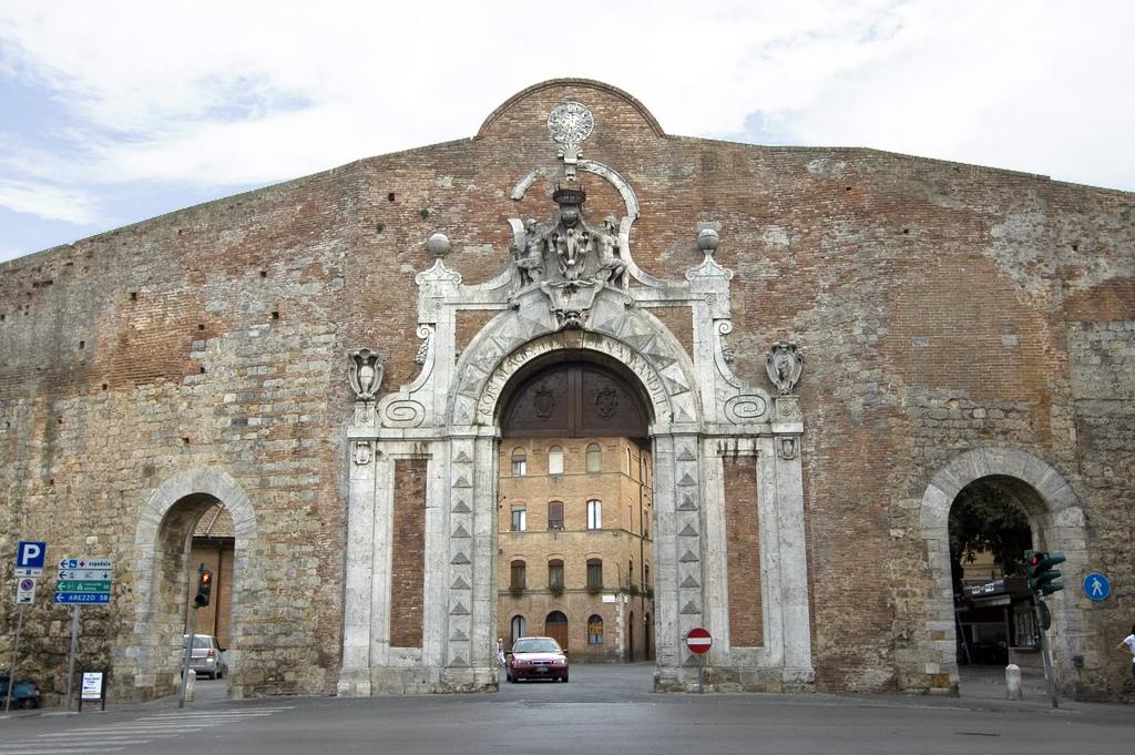 Porta Camollia, Siena - Wikipedia