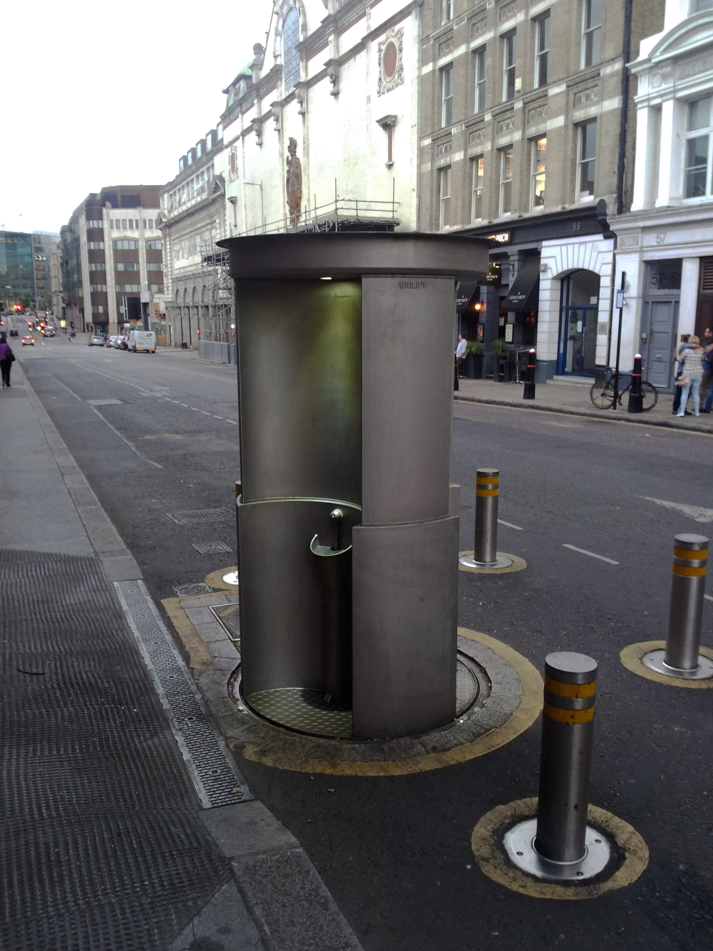 Person painting wall - File Public Urinal Urilift London Charterhouse Street Jpg Wikimedia
