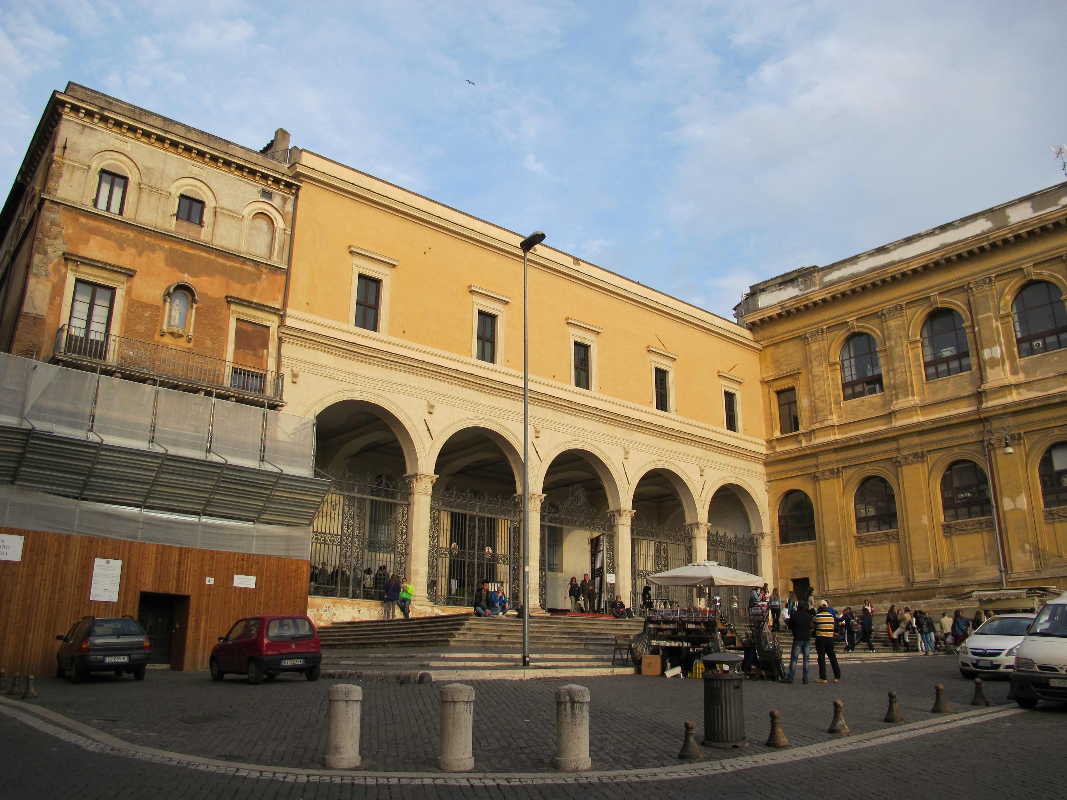 Il Portico Di Sam san pietro in vincoli - wikipedia