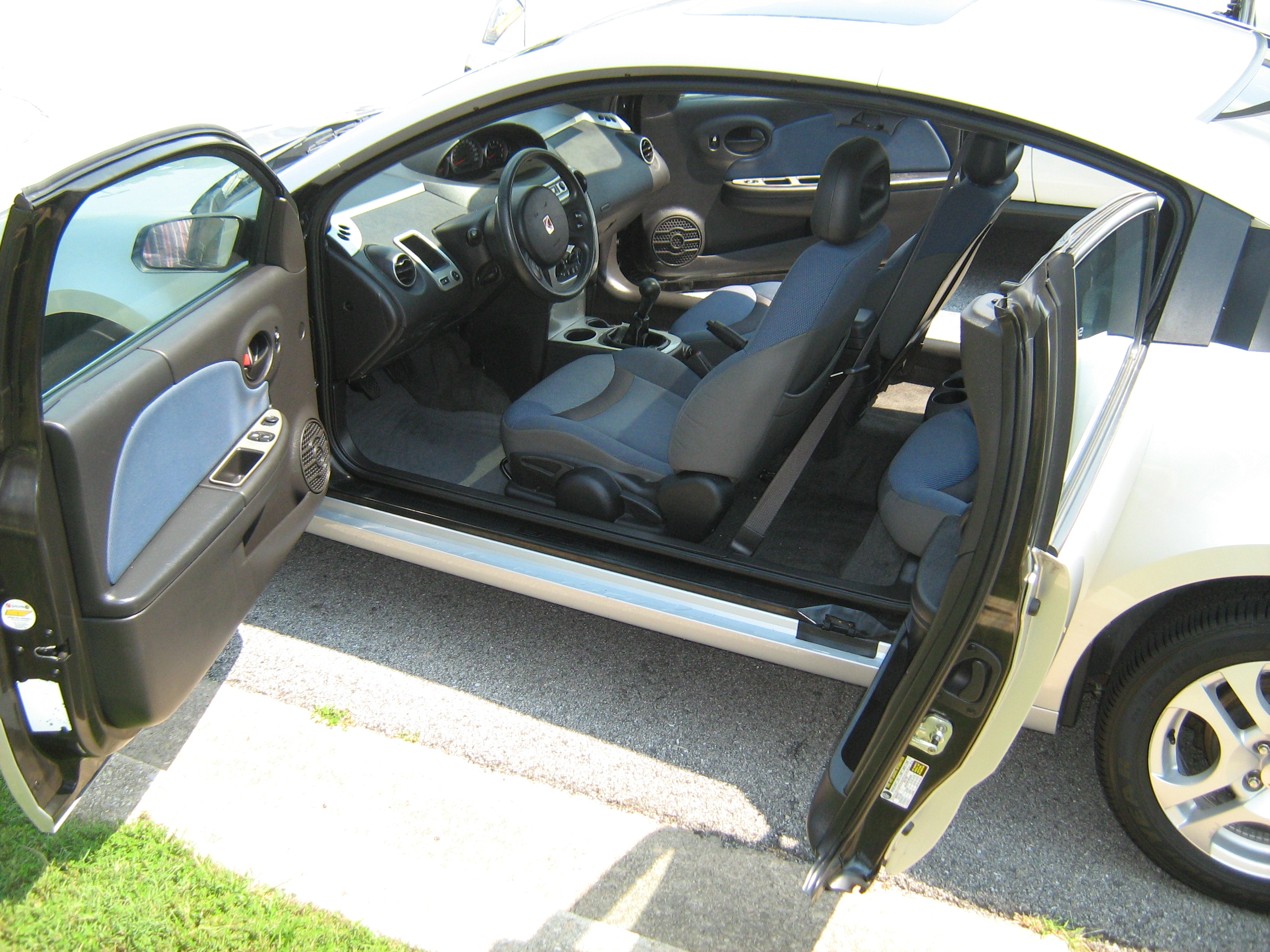 file saturn ion silver 4 door coupe doors jpg wikimedia commons rh commons wikimedia org
