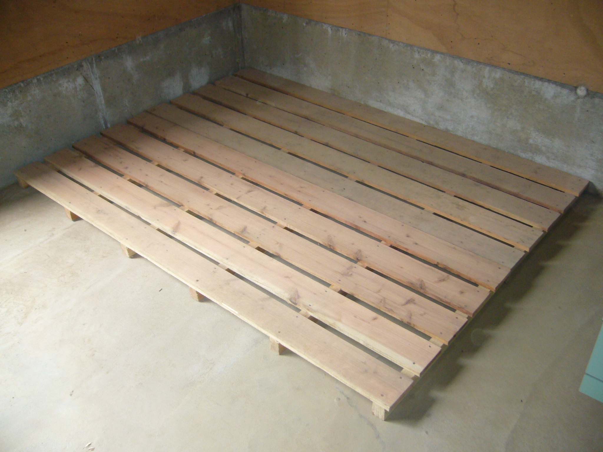 Duckboards wiki everipedia for Hardwood flooring wiki