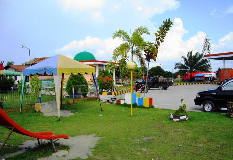 File:Taman bermain anak-anak (3).JPG