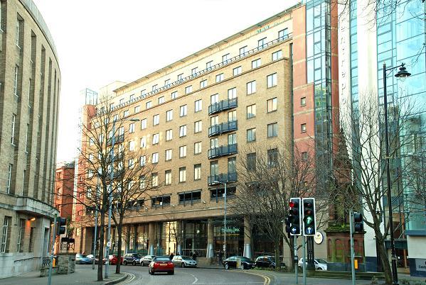 Hotels In Belfast Near Custom House Square
