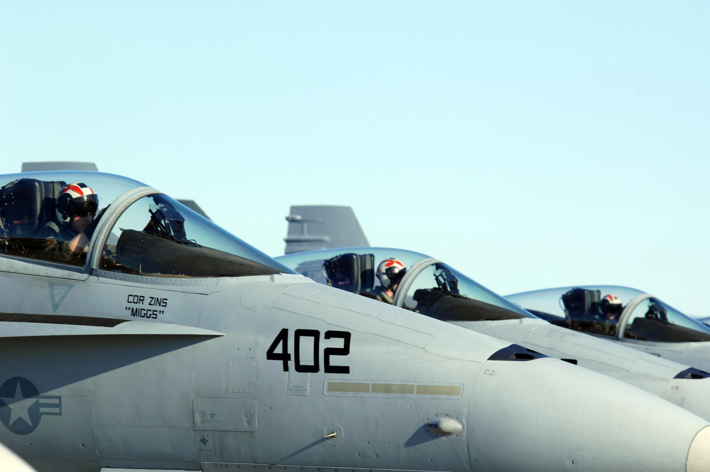 File:US Navy 070417-F-3488S-041 Three Navy F-A-18