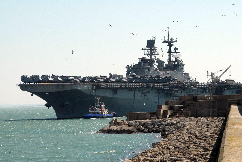 file us navy 080310 n 3289c 136 the amphibious assault ship uss iwo