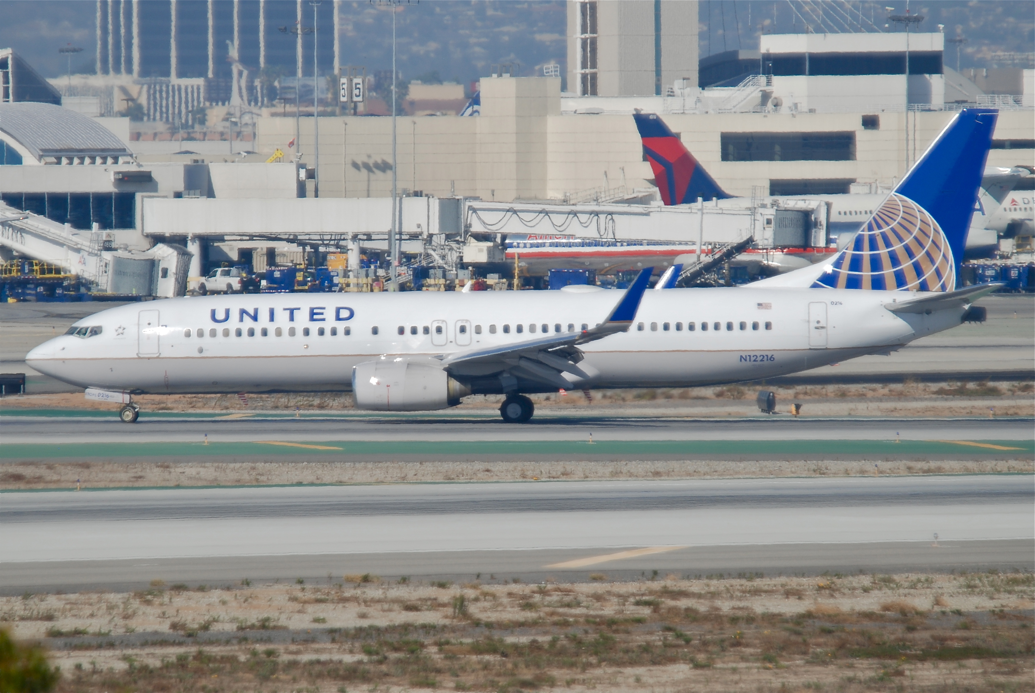 Description United Airlines Boeing 737-800  N12216 LAX 11 10 2011    United Airlines 737 800