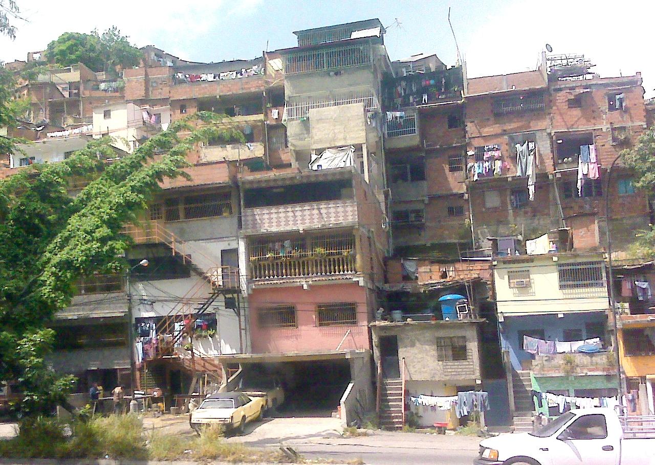 Viviendas del barrio Petare.jpg