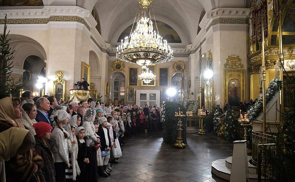 Vladimir Putin celebrates Christmas with orthodox Christians in St Petersburg (2019-01-07) 4.jpg